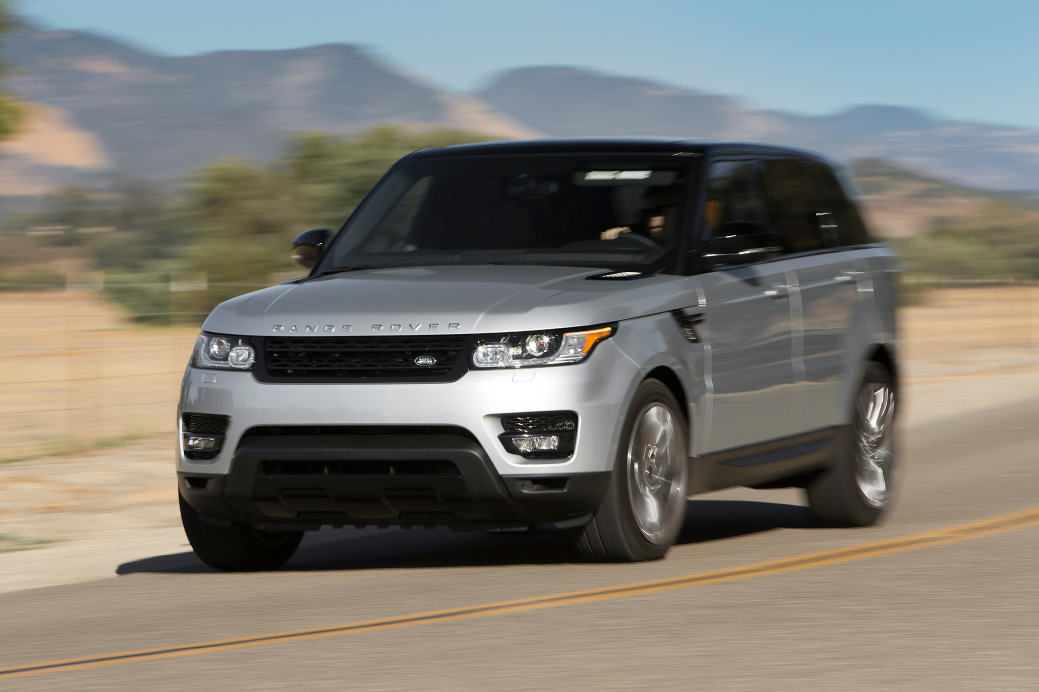 2014 Range Rover Sport Wins Four Wheeler of the Year
