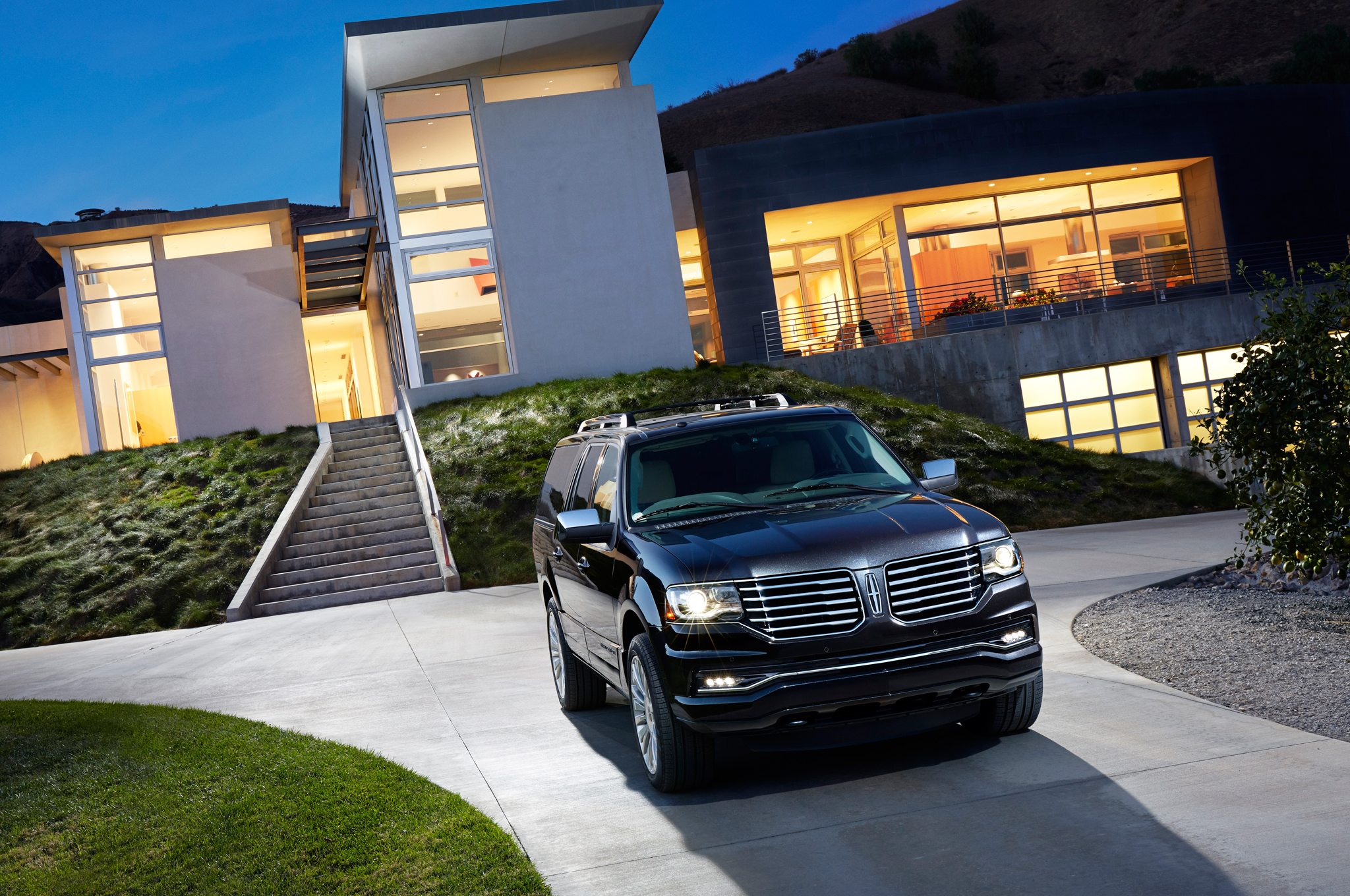 TOTD: 2015 Cadillac Escalade, 2015 Lincoln Navigator, or Something Else?