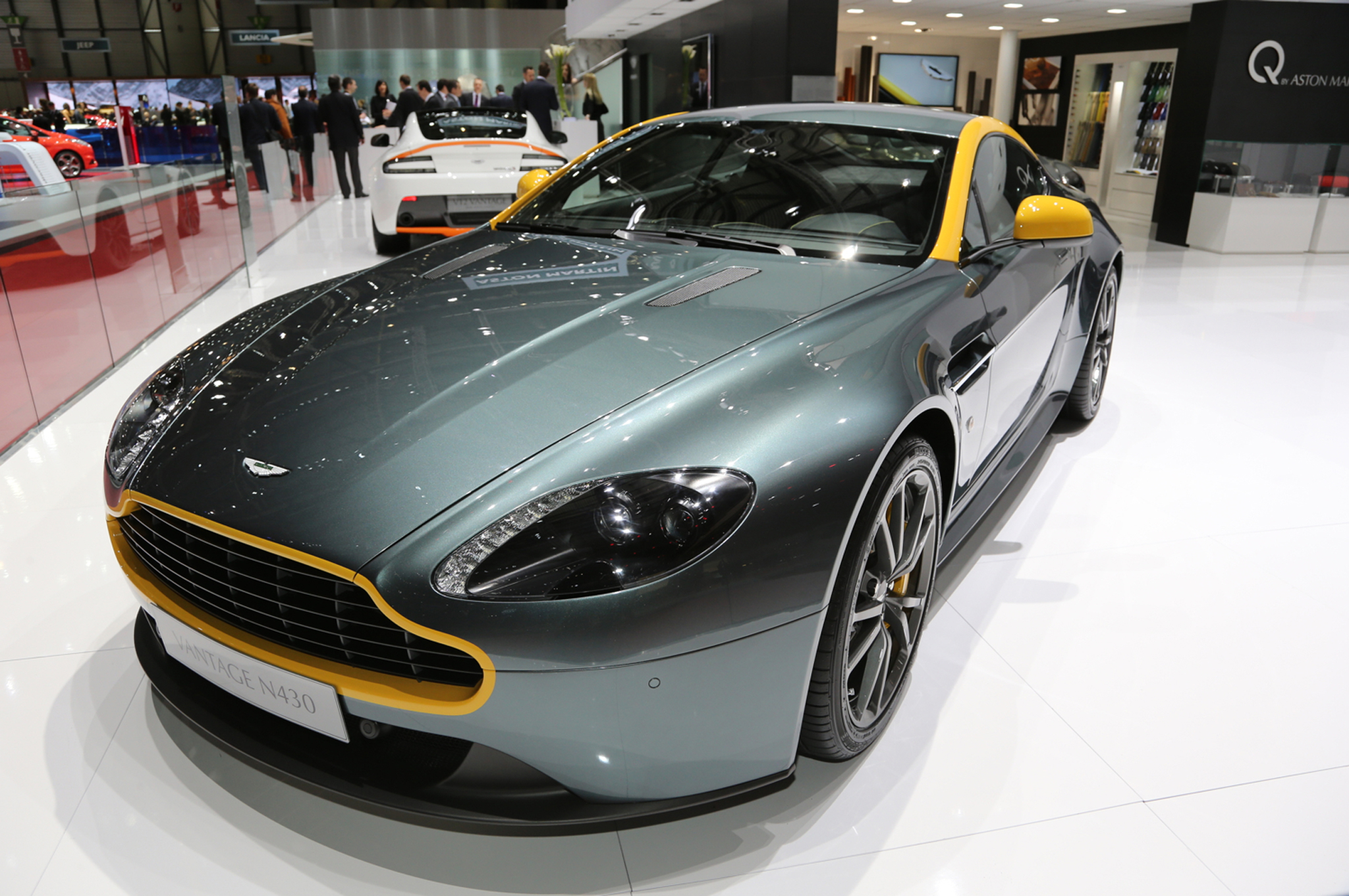 Aston Martin V8 Vantage N430, DB9 Carbon Edition Going to Geneva