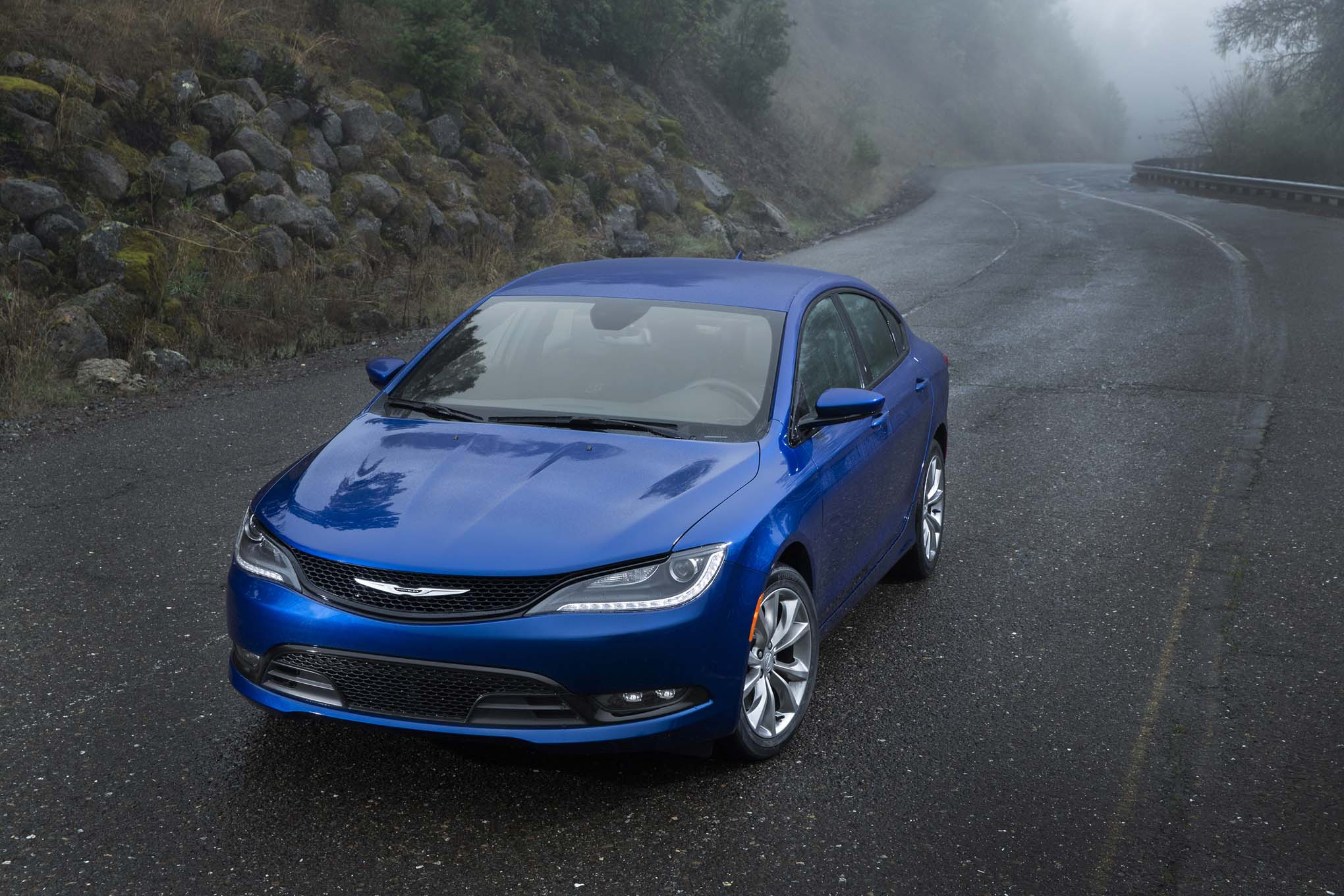 Chrysler 200: Fuel Requirements