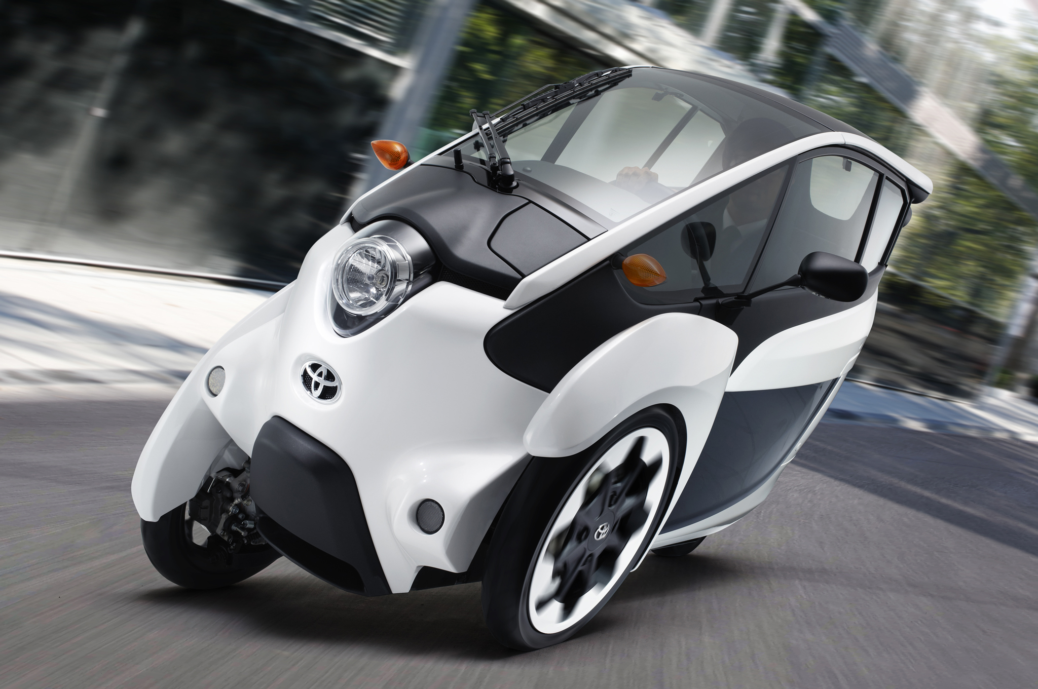 Japanese Consumers Begin Testing the Toyota i-Road