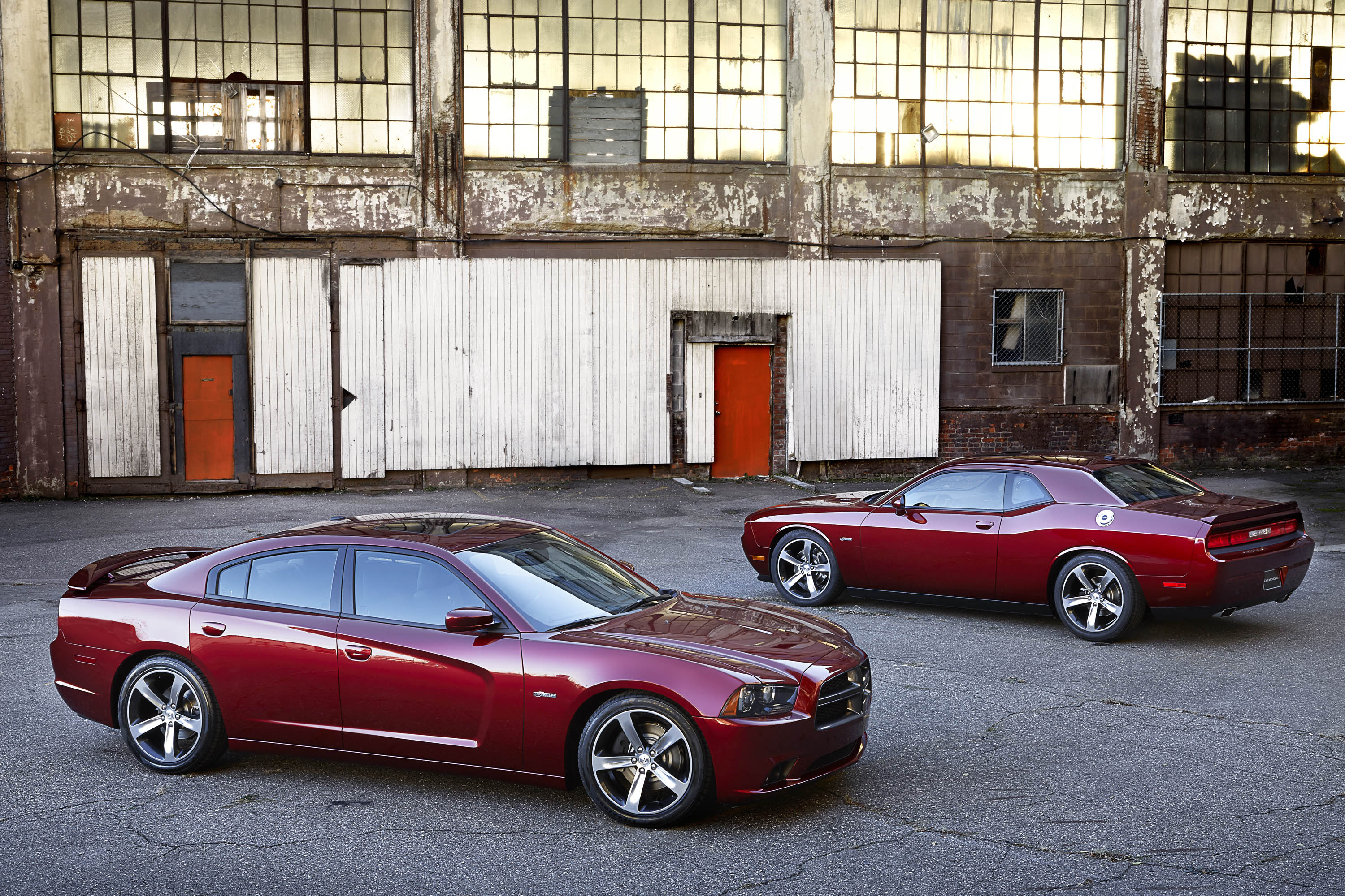 Dodge Launches Innovative New 2015 Charger and Challenger Lease