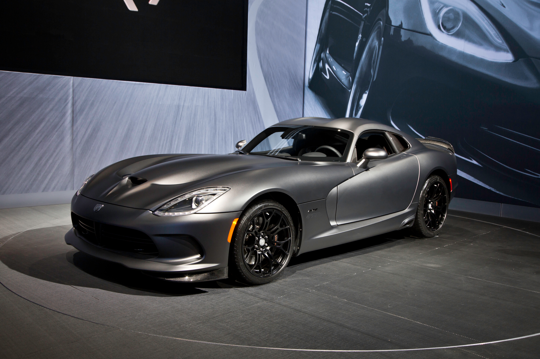 Limited SRT Viper Combines Time Attack and Anodized Carbon Package