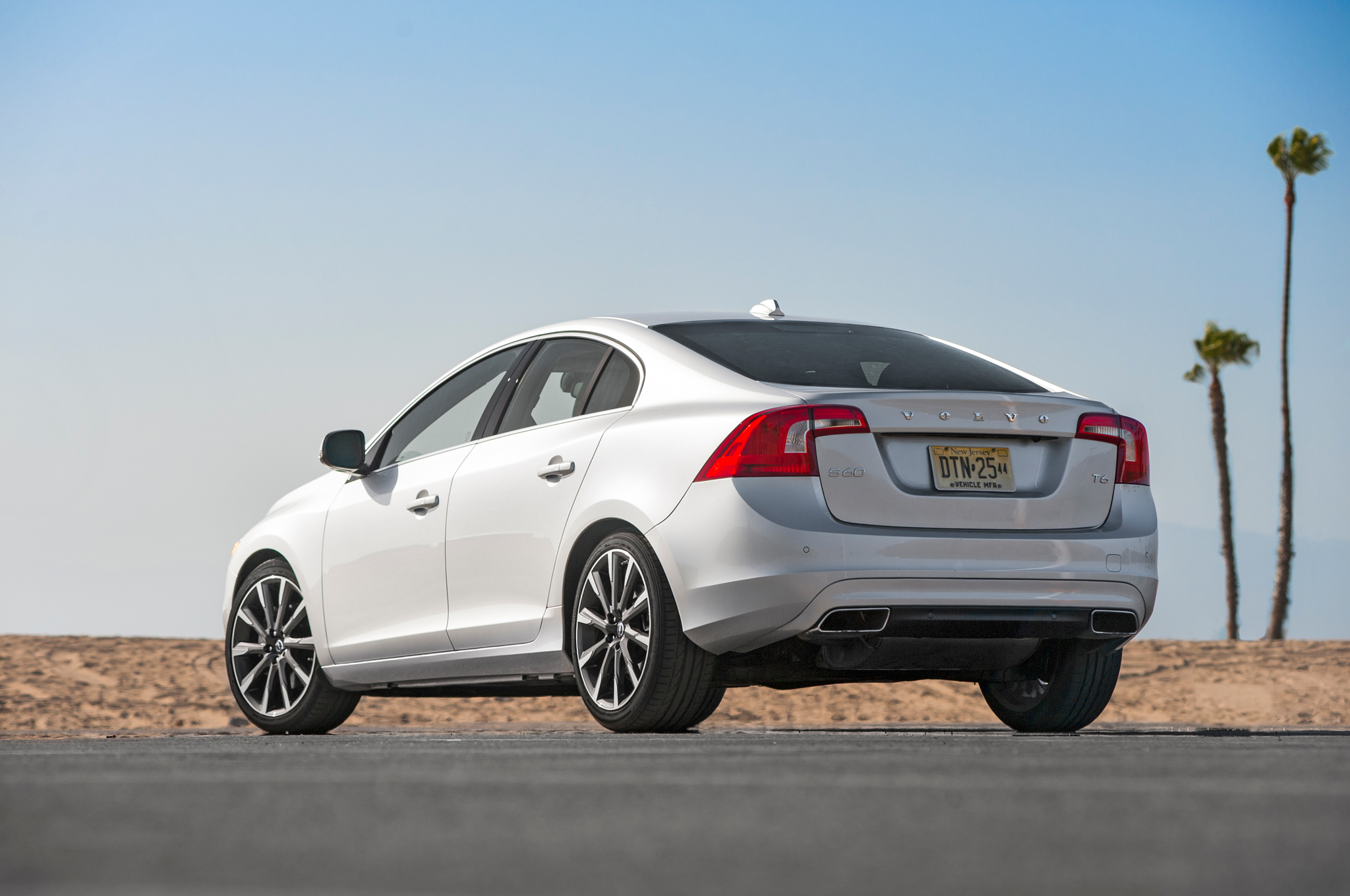 2015 volvo s60 t6 drive-e first test - motortrend