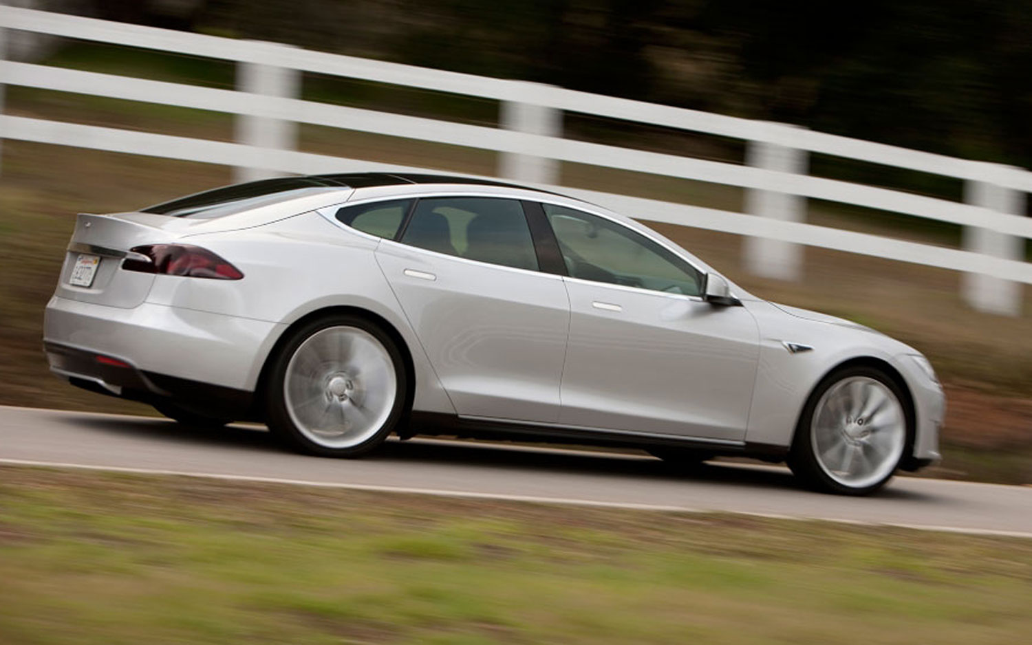 Tesla First Quarter Report Shows Net Loss Due to Big Investments
