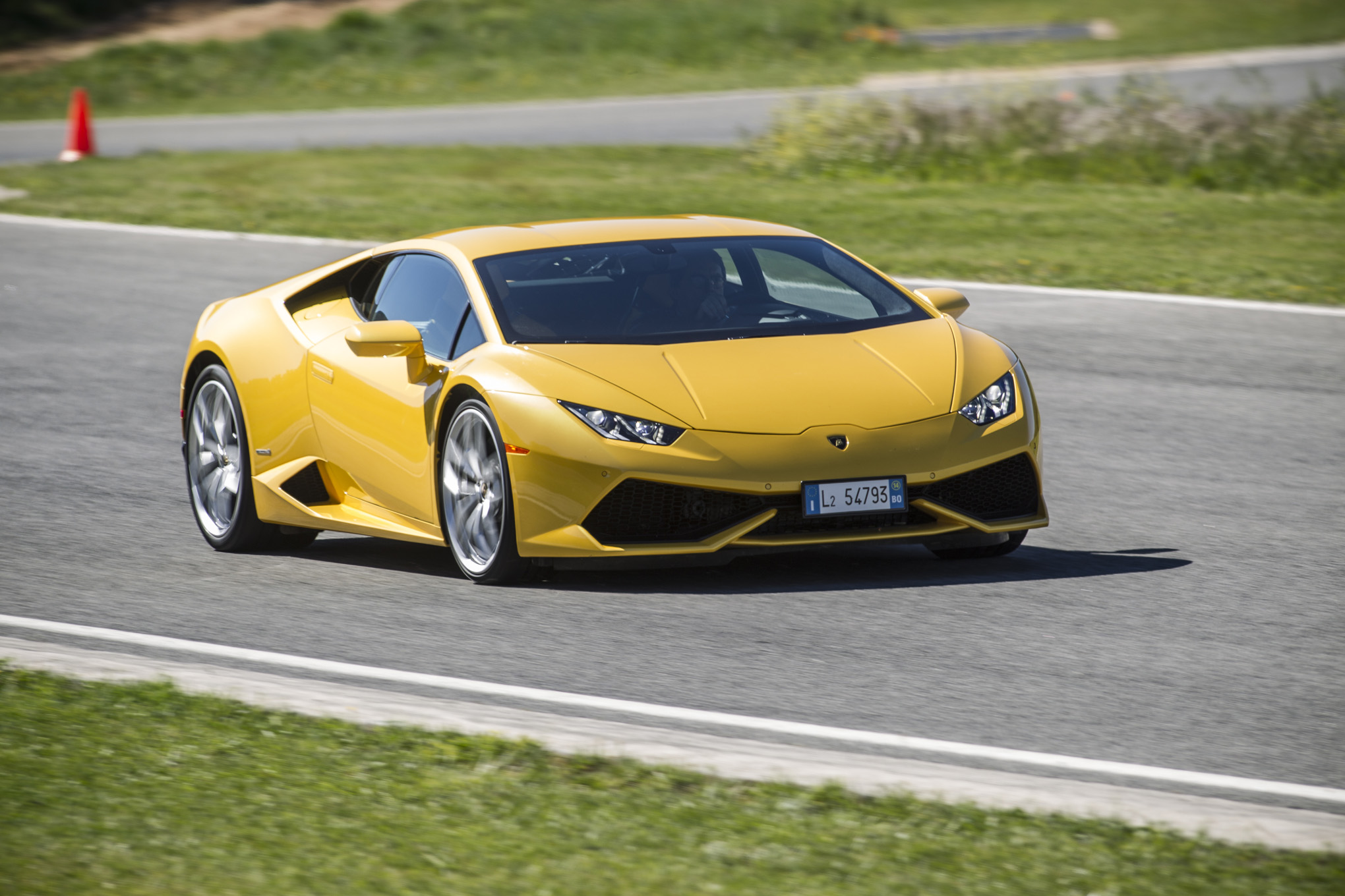 TOTD: Lamborghini Huracan's Intentional Roughness - Good or Bad Thing?