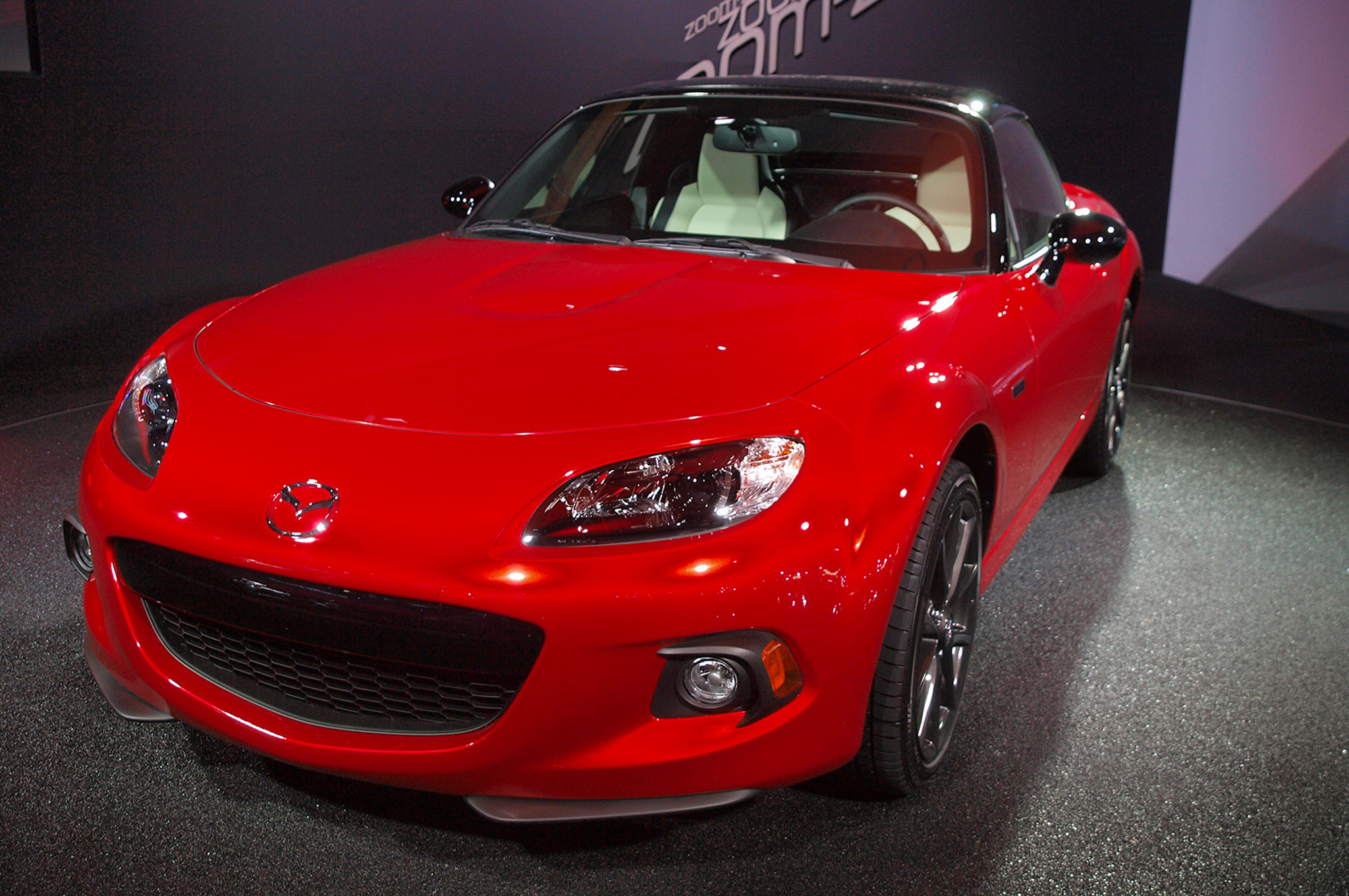 https://enthusiastnetwork.s3.amazonaws.com/uploads/sites/5/2014/05/2015-Mazda-Miata-25-year-Anniversary-Edition-front-end.jpg?impolicy=entryimage