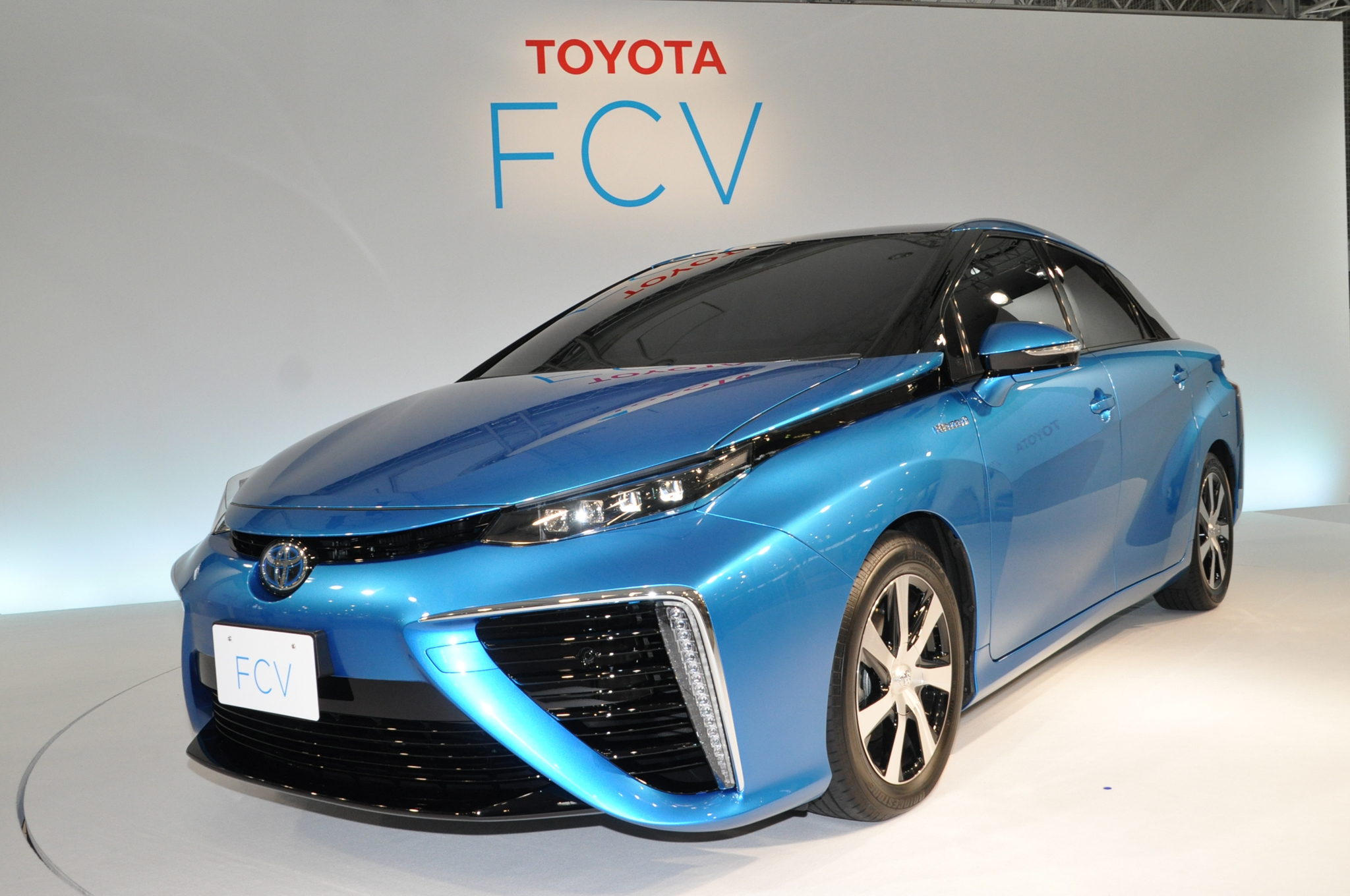 Toyota Fuel Cell Sedan Exterior Design Revealed, On Sale Next Year