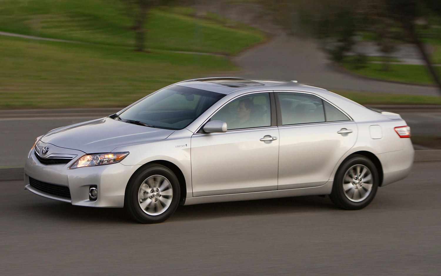 Consumer Reports Wants Toyota To Recall Camry Hybrid