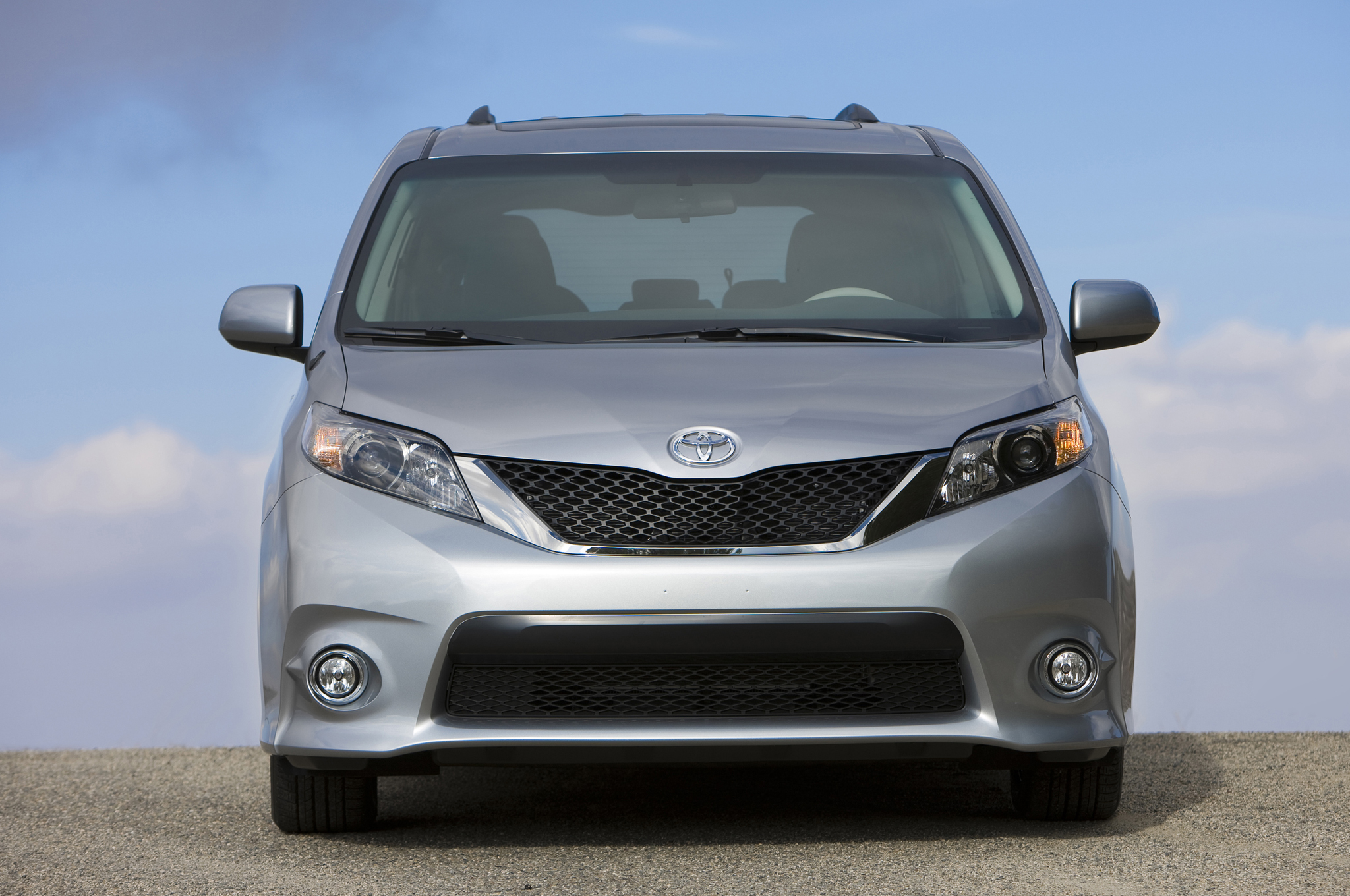 2014 Toyota Sienna SE First Test