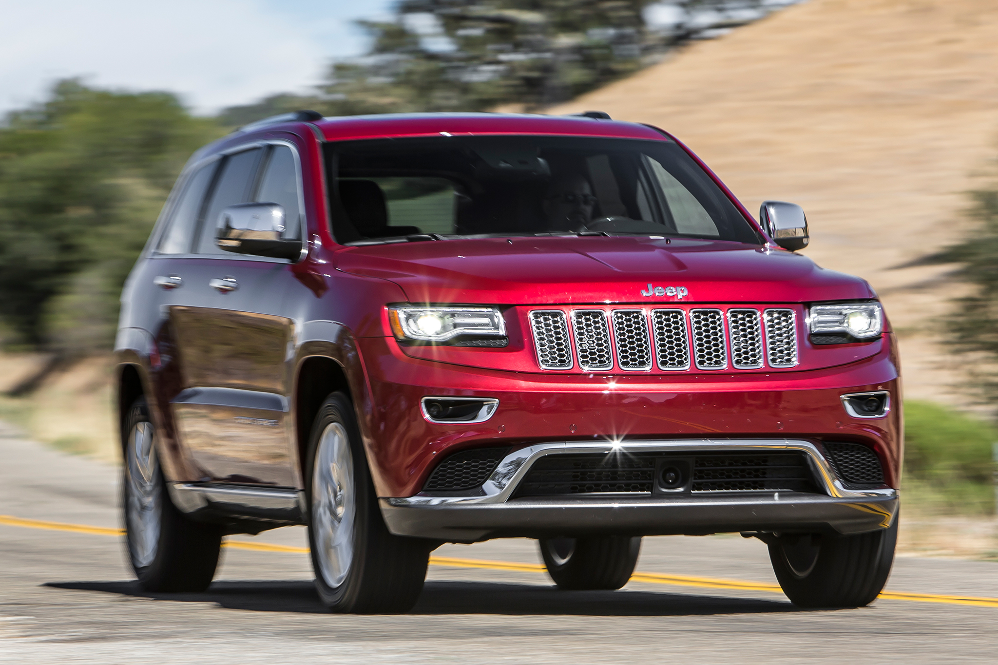895,000 Jeep Grand Cherokee, Dodge Durango SUVs Recalled for Wiring