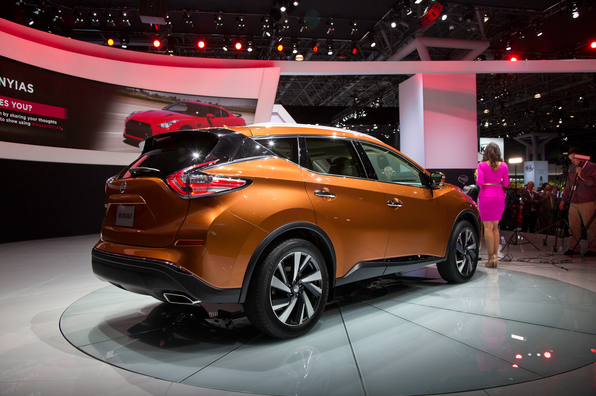 Walk-Around: 2015 Nissan Murano Defies the Eyes - Motor Trend