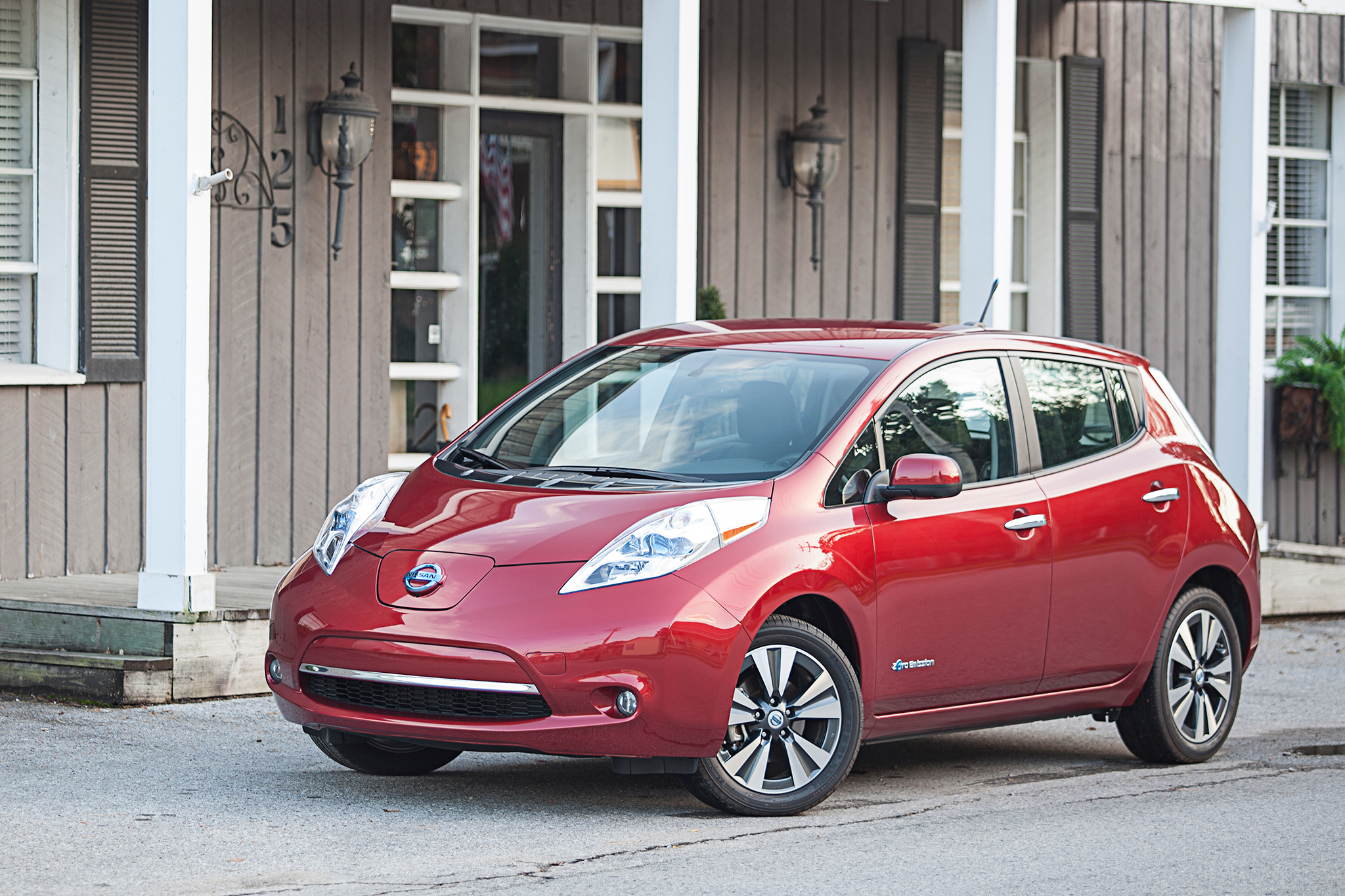 Report: Next Nissan Leaf To Double EV Driving Range