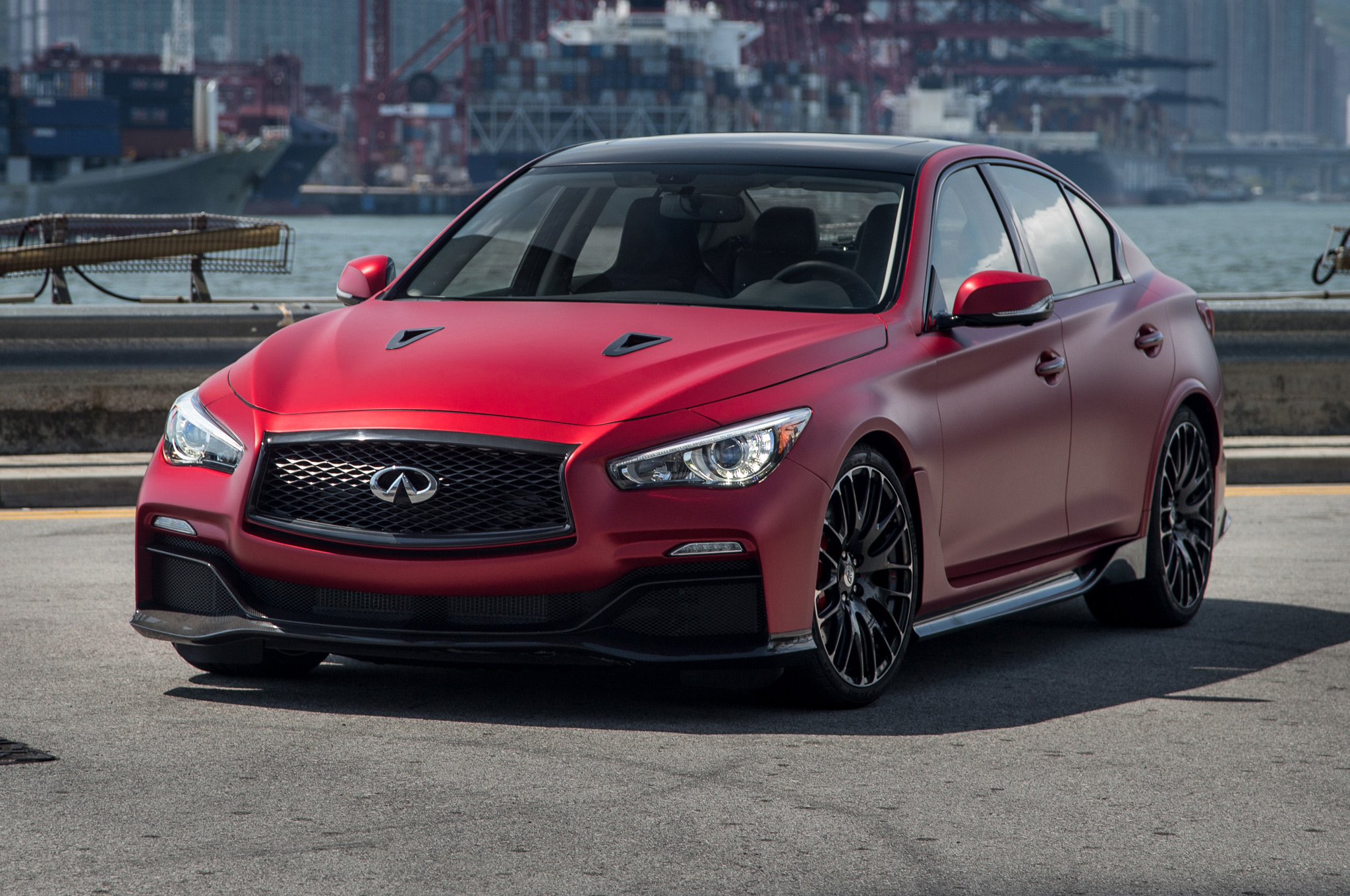 Infiniti Q50 Eau Rouge Comes Face-to-Face with its Namesake - Motor