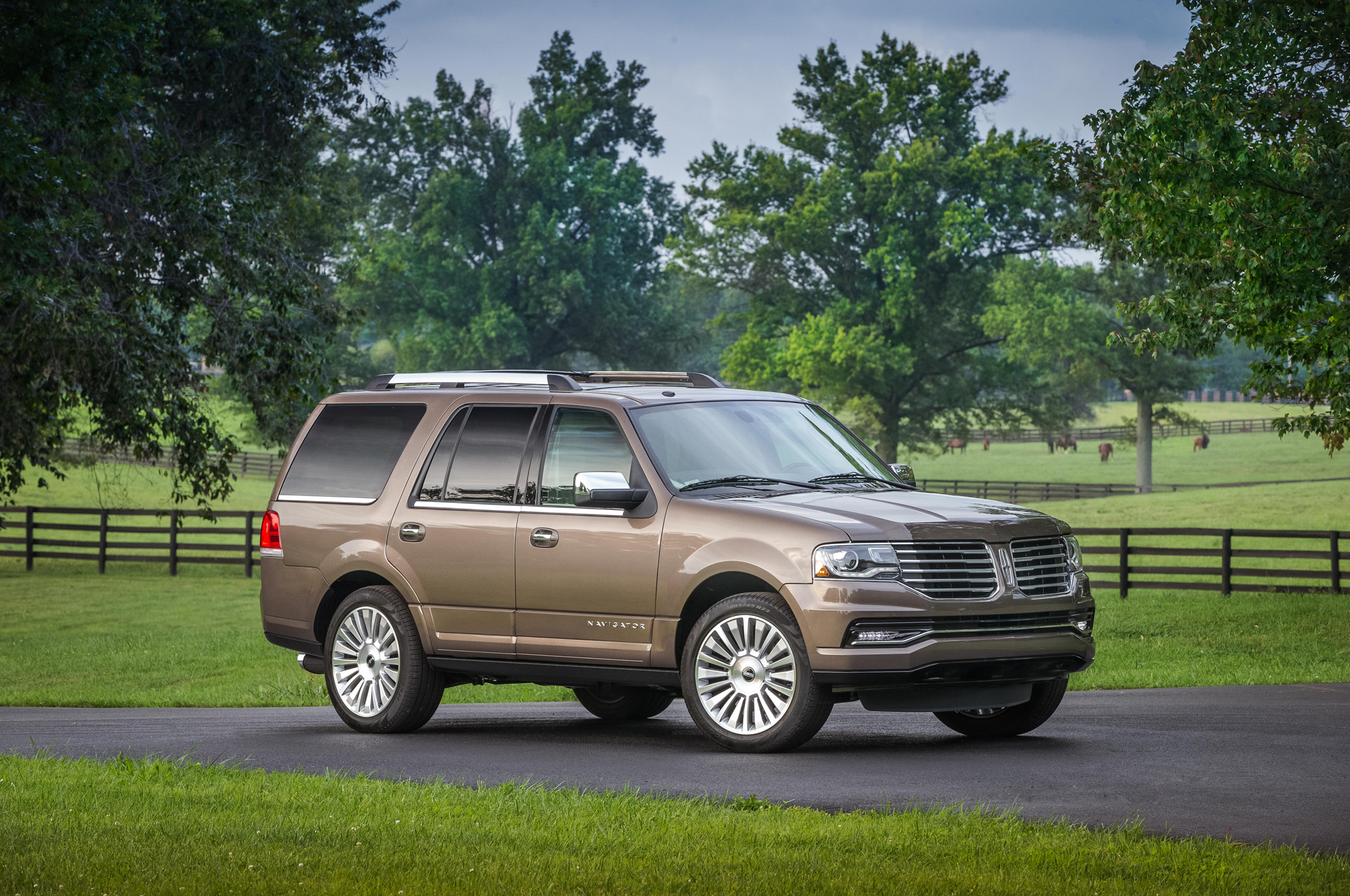 2015 Lincoln Navigator First Drive Motortrend