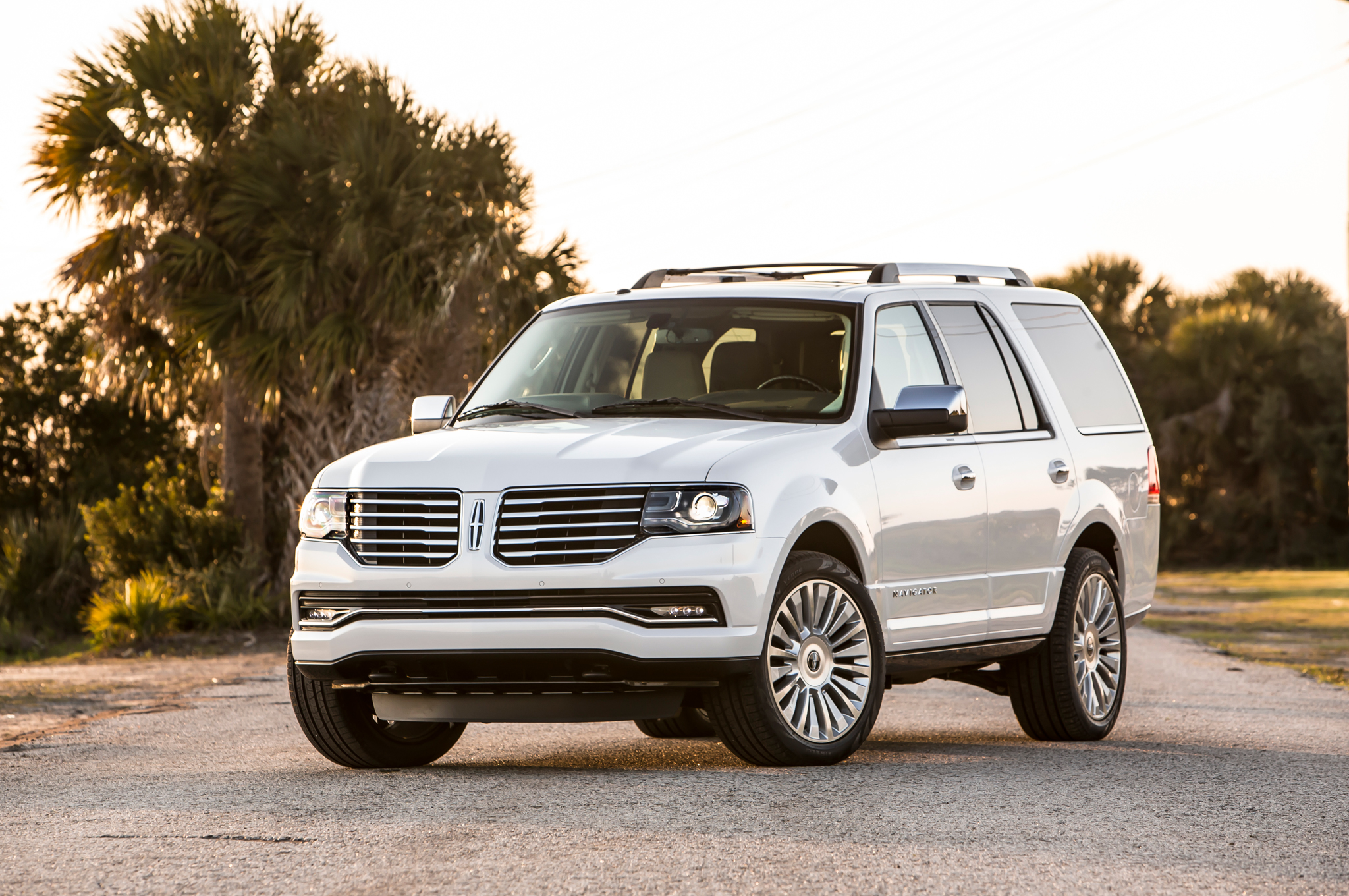Top 10 Cool Facts About the 2015 Lincoln Navigator - Motor Trend