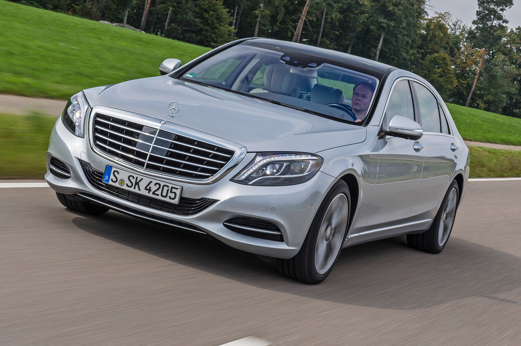 2015 Mercedes-Benz S550 Plug-In Hybrid Quick Drive - Motor Trend
