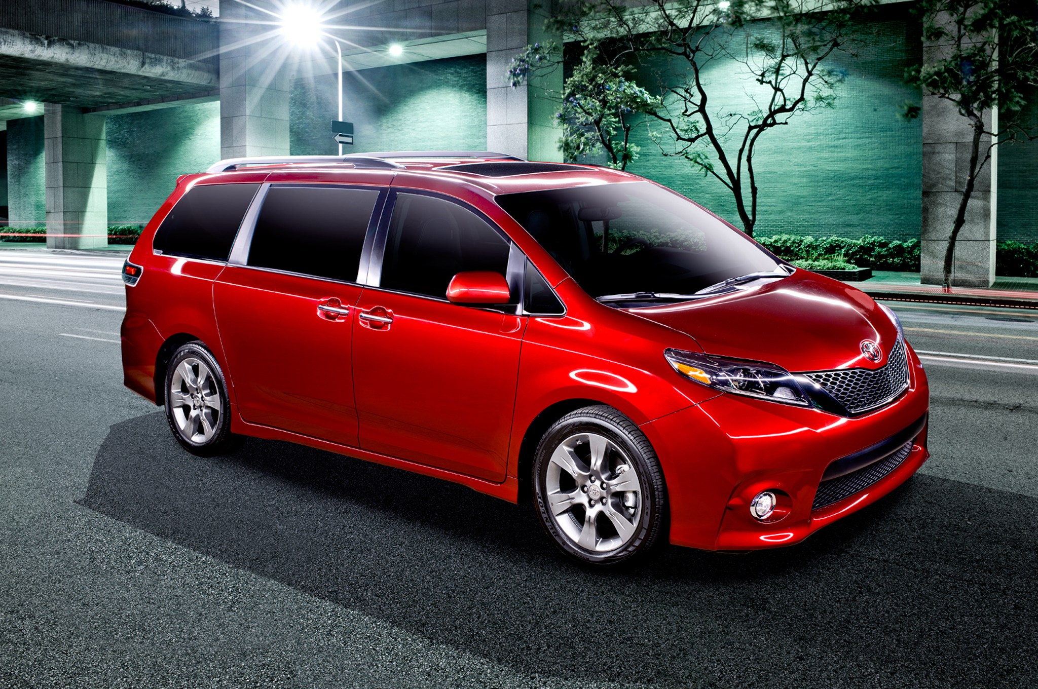 2015 Toyota Sienna Starts At $29,485, Tops Out At $47,035