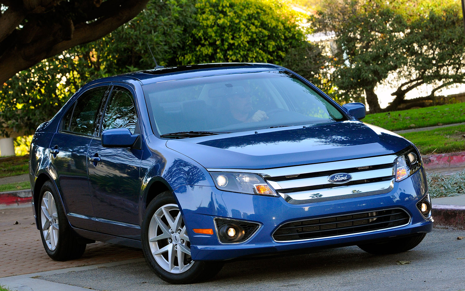 2010 Ford Fusion front three quarters