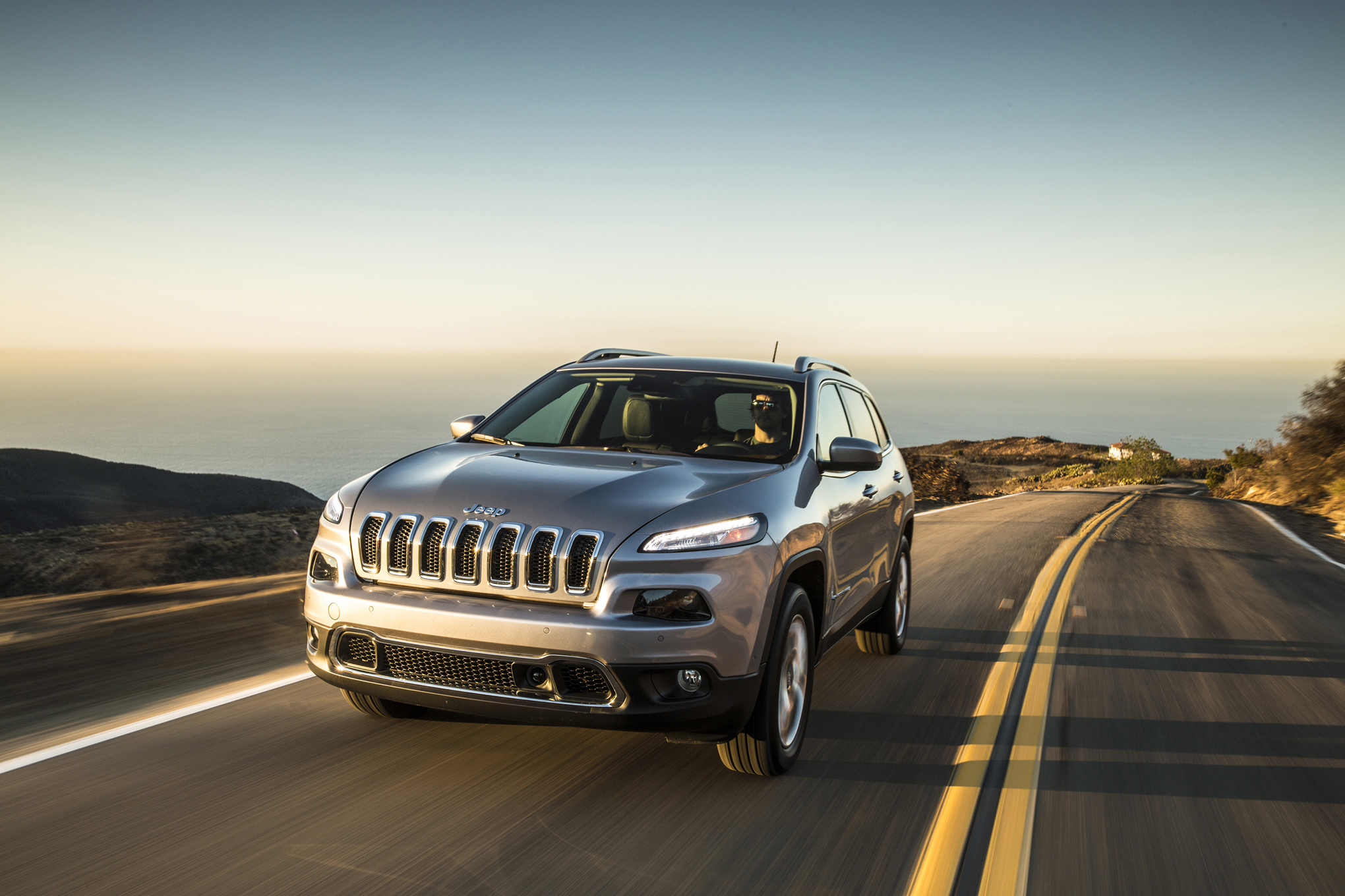 Stop-Start Boosts 2015 Jeep Cherokee V-6 Fuel Economy by up to 2 MPG