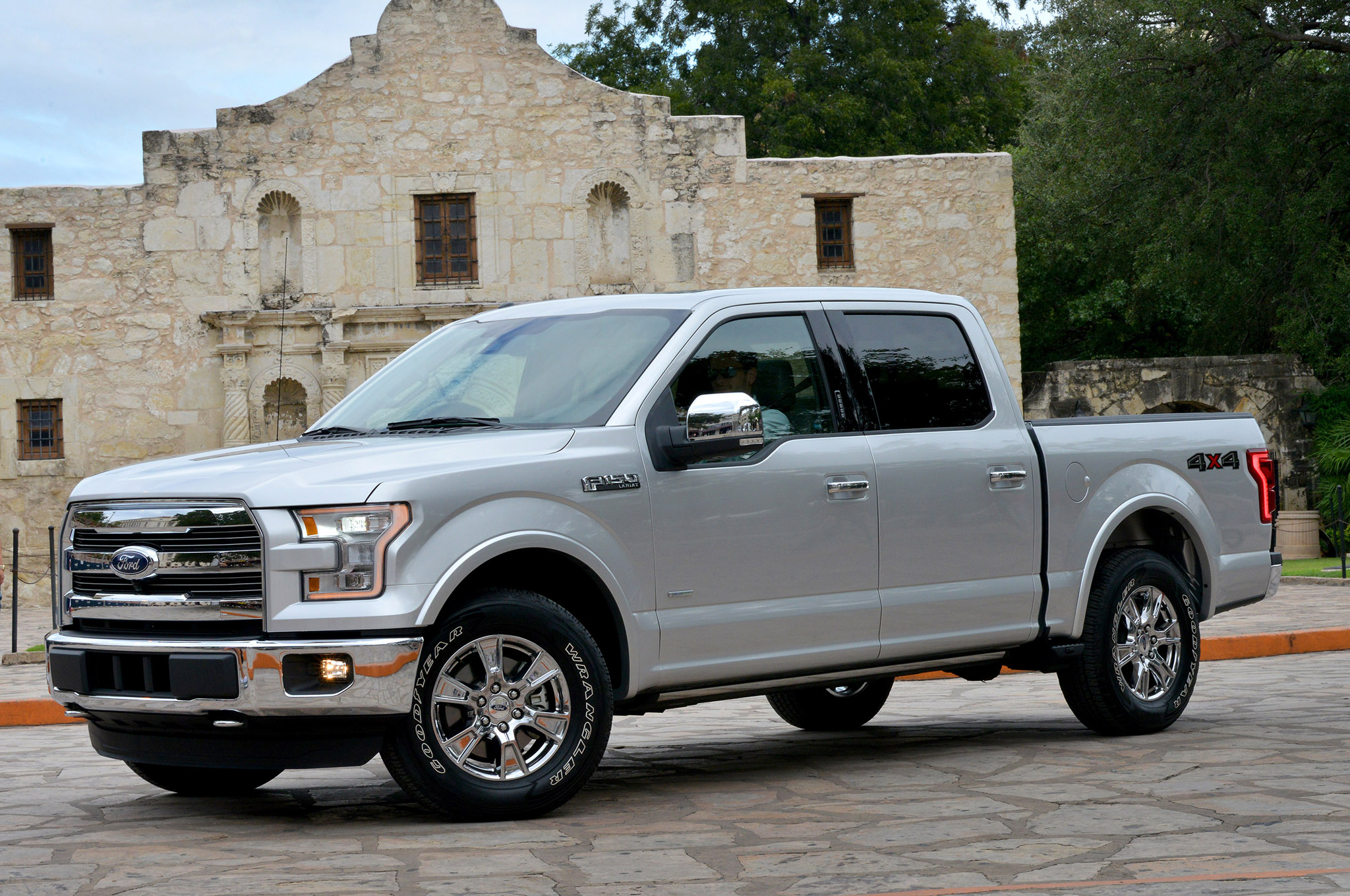 Ford Hires 850 More Workers to Build 2015 F-150