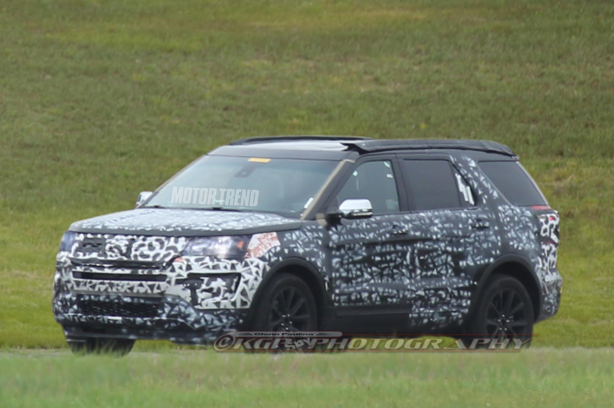 Spied: Refreshed 2016 Ford Explorer Loses Some Camo