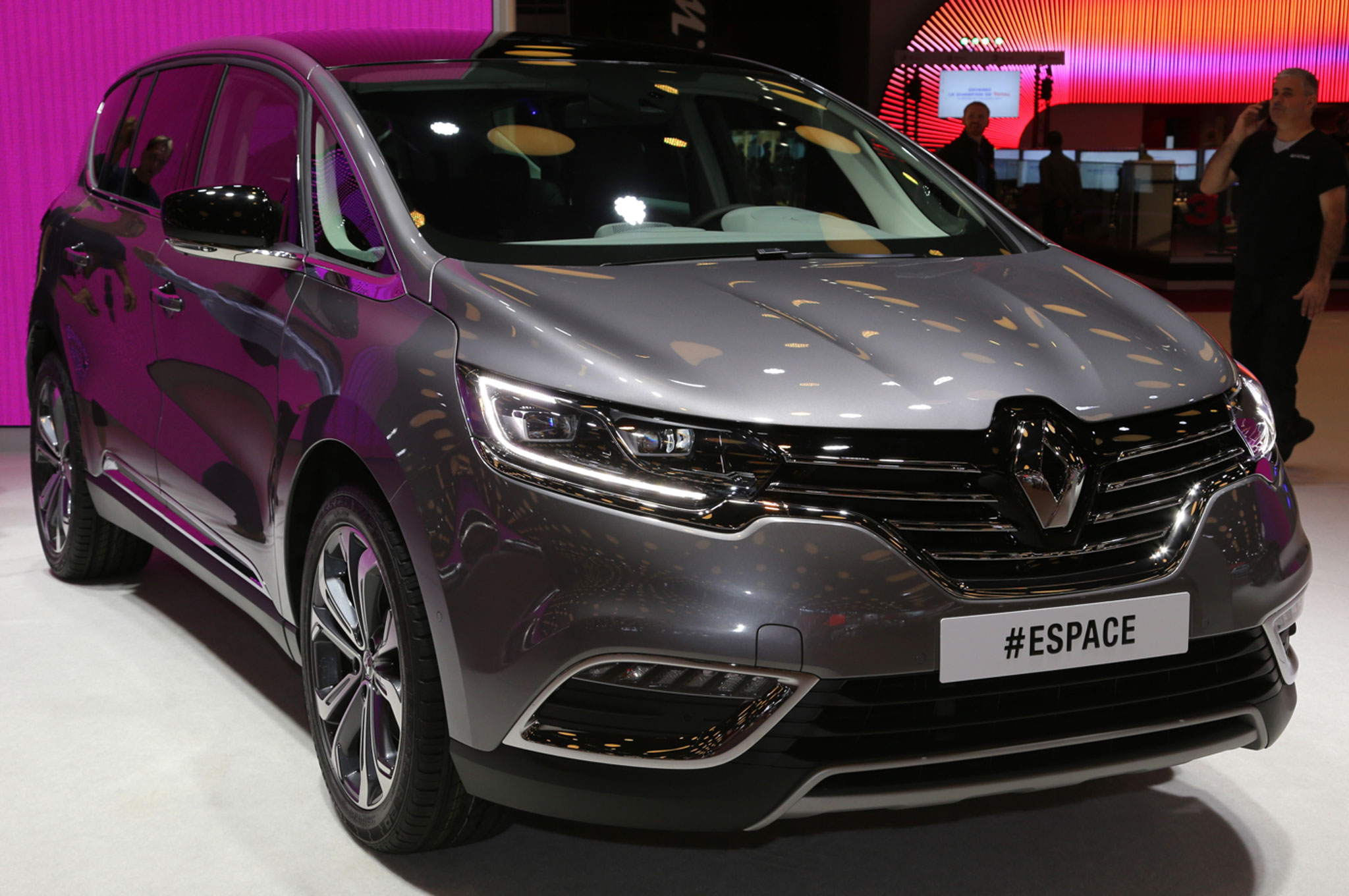 Renault Brings Production Espace People-Mover to Paris