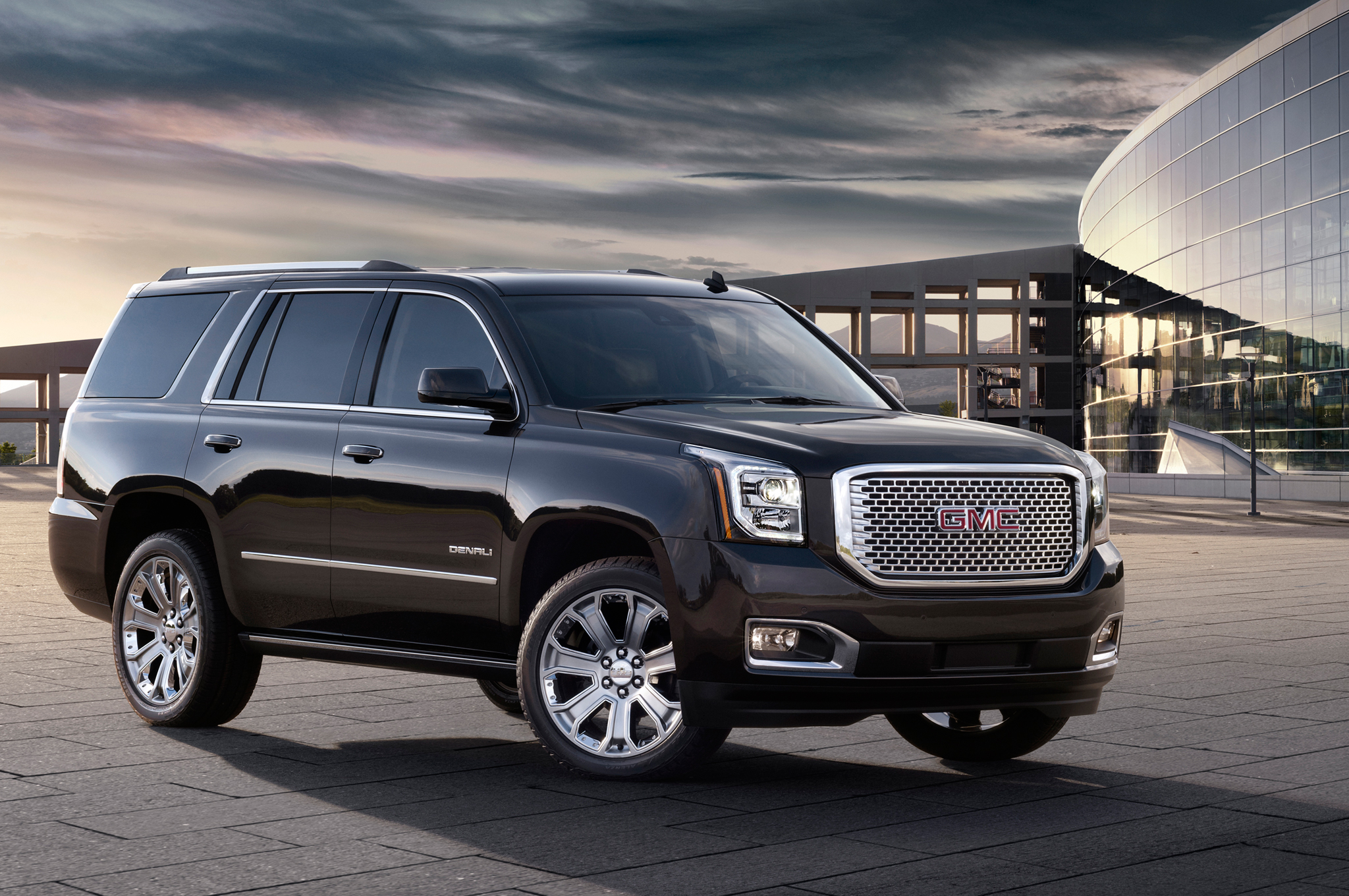 2015 GMC Yukon Denali MPGs Improve Thanks to Eight-Speed Auto