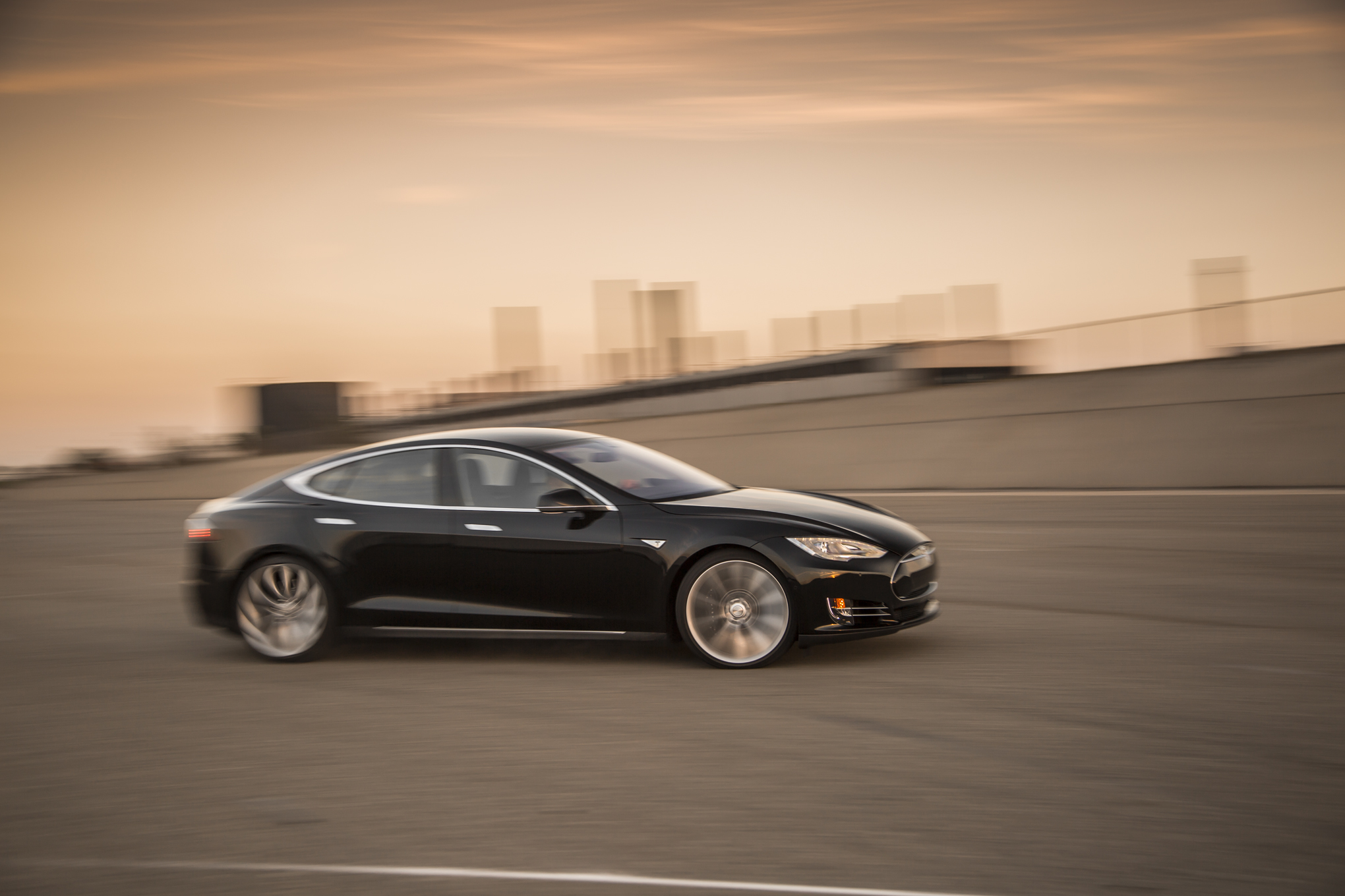 2015 Tesla Model S P85D First Test - Motor Trend - MotorTrend