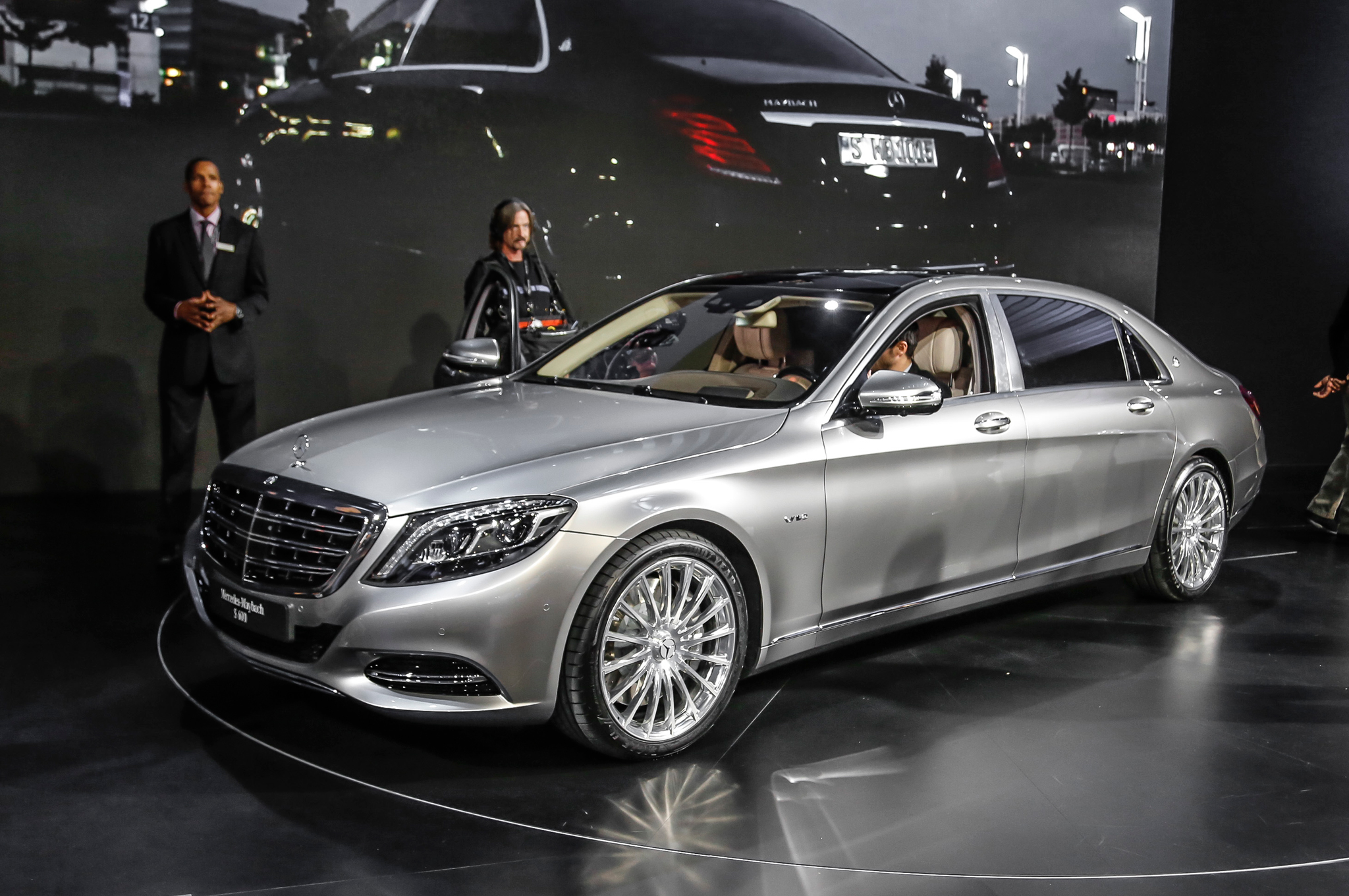7 things the 2016 mercedes-maybach s600 has that the s-class doesn't