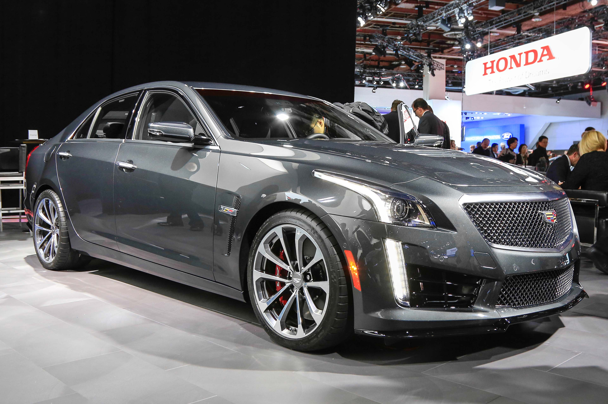 ficial 2016 Cadillac CTS V ing to Detroit Auto Show Motor Trend