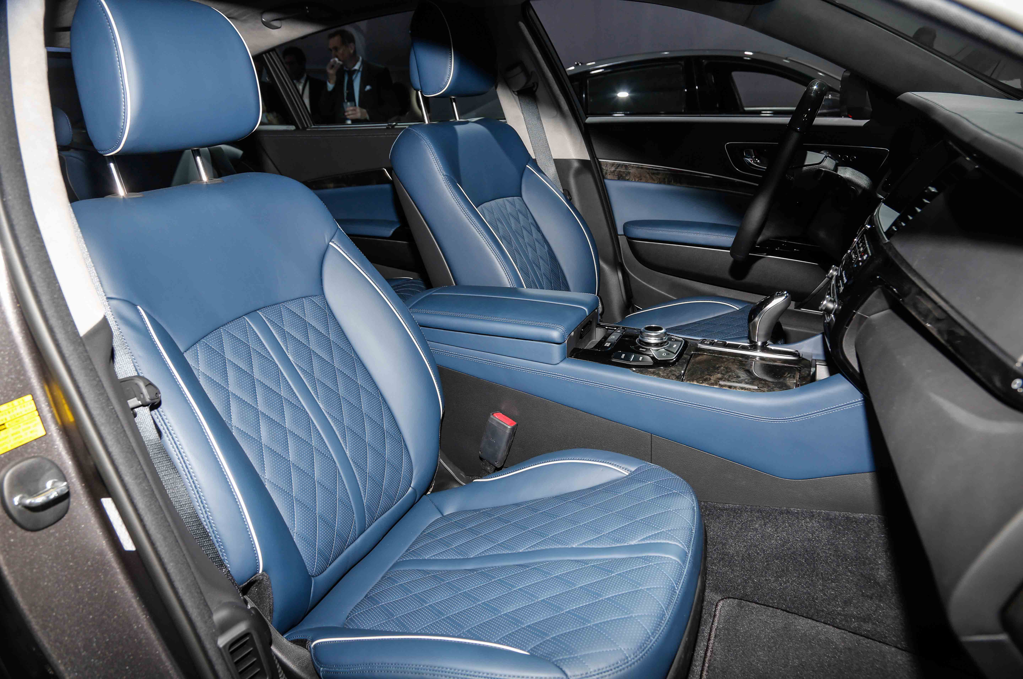2015 Kia K900 Slashes Base Price Gets New Quilted Leather Options