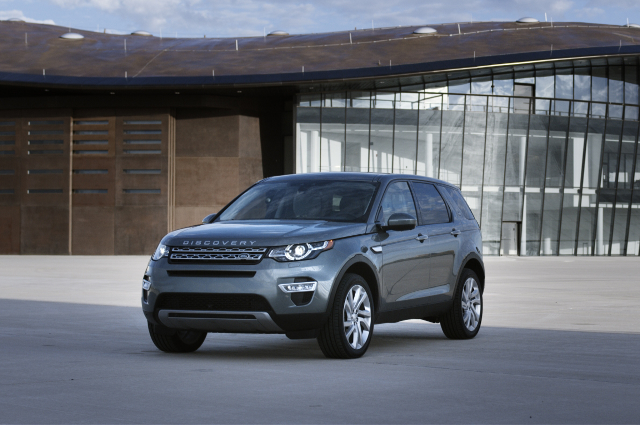 2015 Land Rover Discovery Sport Priced in U.S. From $37,995 - Motor ...