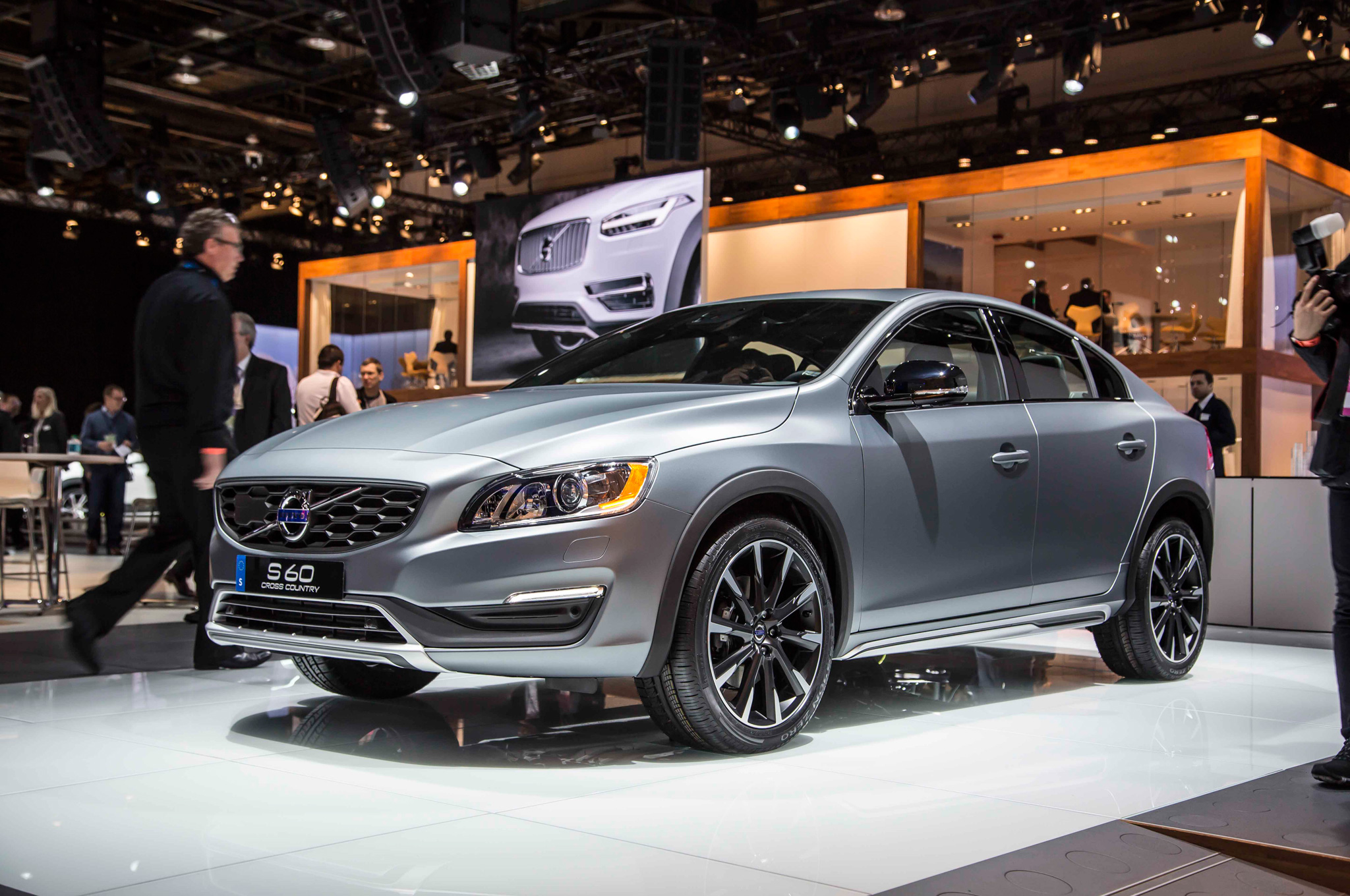 2016 Volvo S60 Cross Country Coming To Detroit Auto Show