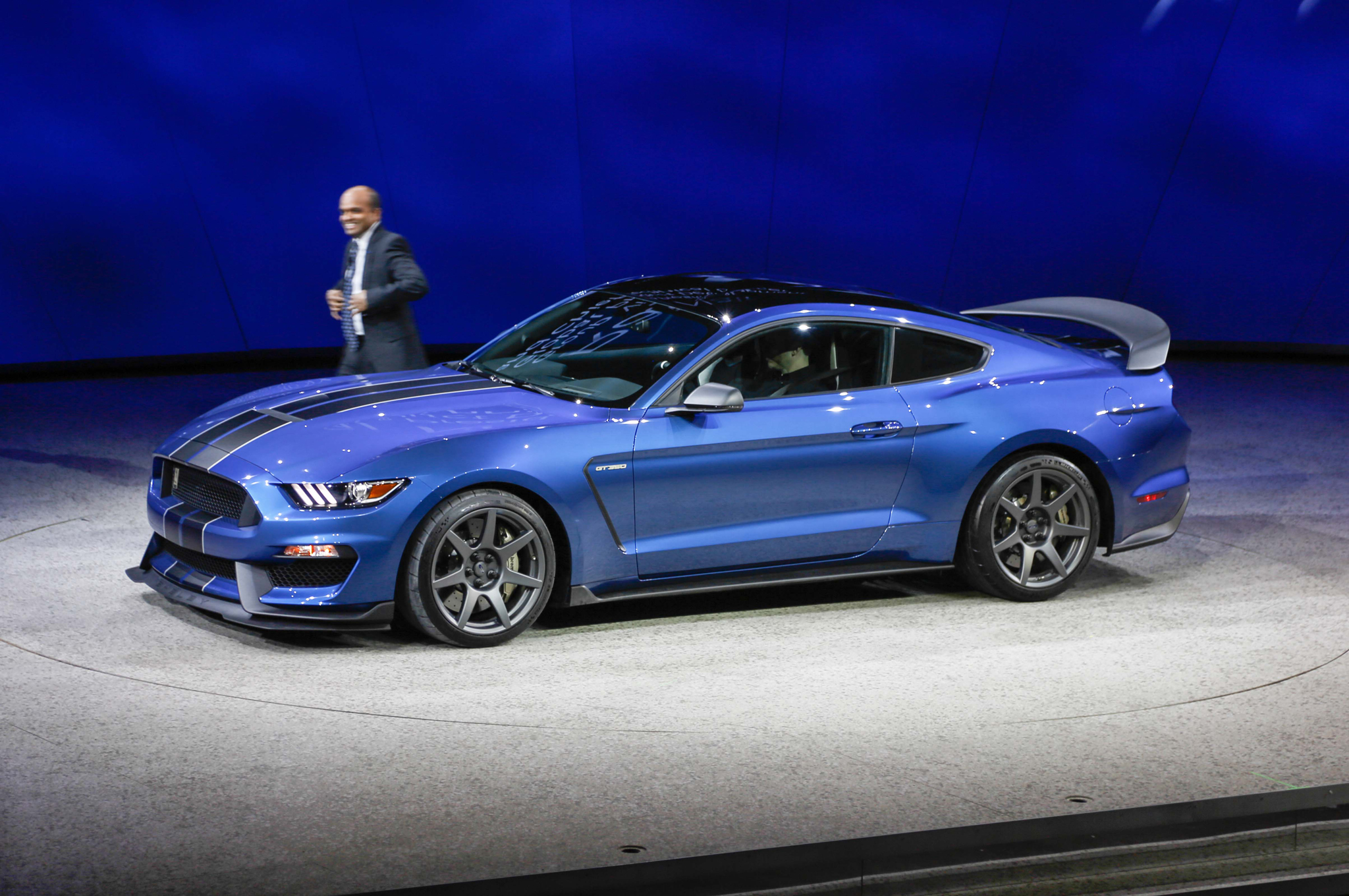 First ford shelby gt350r mustang sells for 1 million at auction