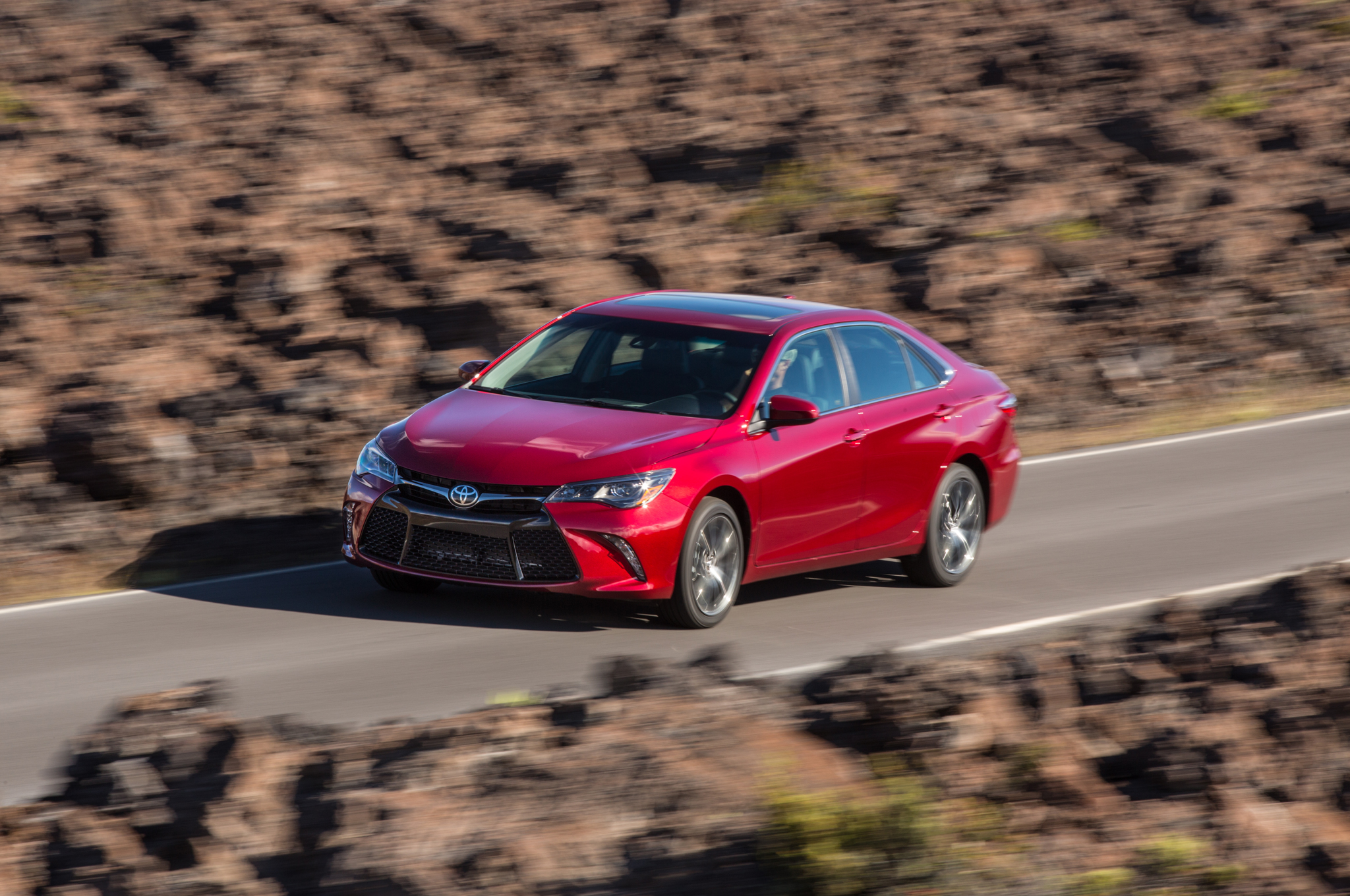 Toyota Camry Leads January 2015 Midsize Sales, Altima Close Behind