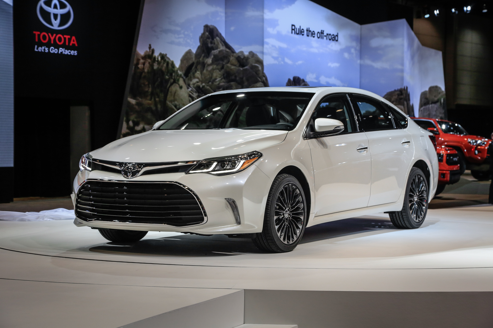 2016 Toyota Avalon First Look - Motor Trend