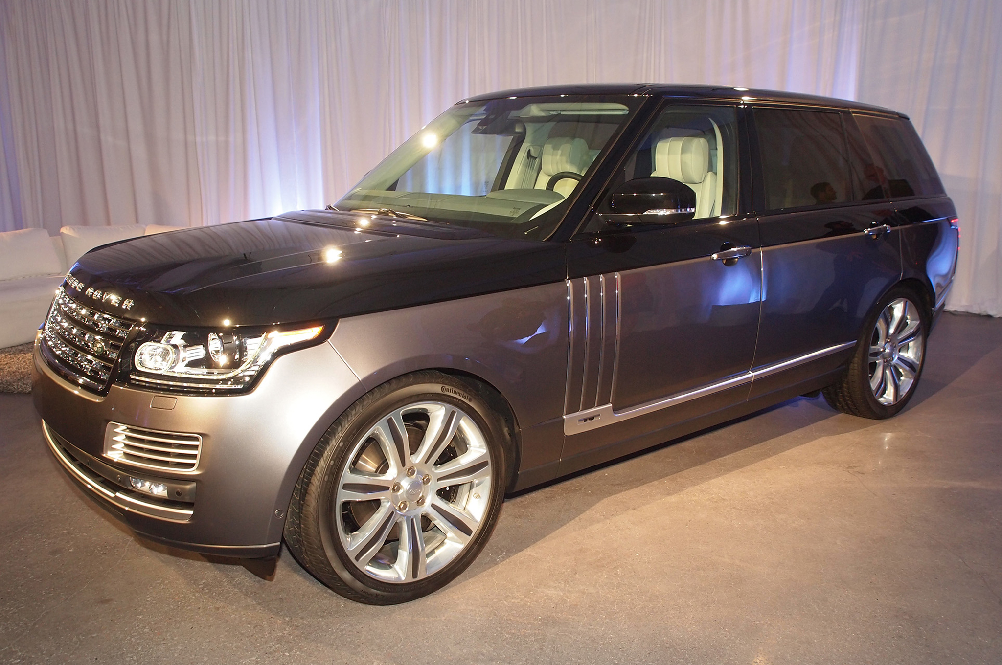 https://enthusiastnetwork.s3.amazonaws.com/uploads/sites/5/2015/03/2016-Land-Rover-Range-Rover-SVAutobiography-front-three-quarters.jpg?impolicy=modalgallerygrid