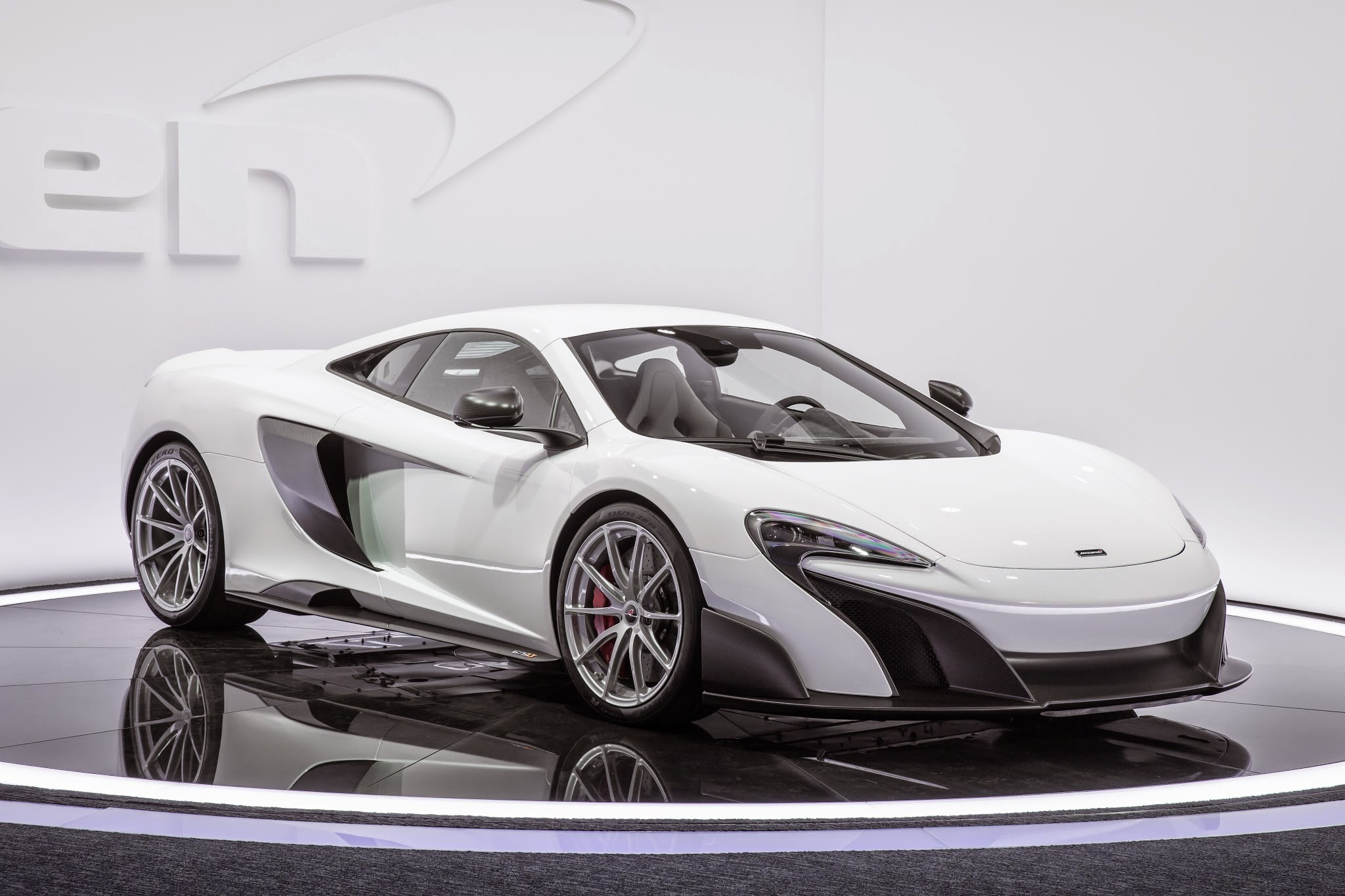 McLaren 675LT Debuts in Geneva, Production to be Limited to 500 ...