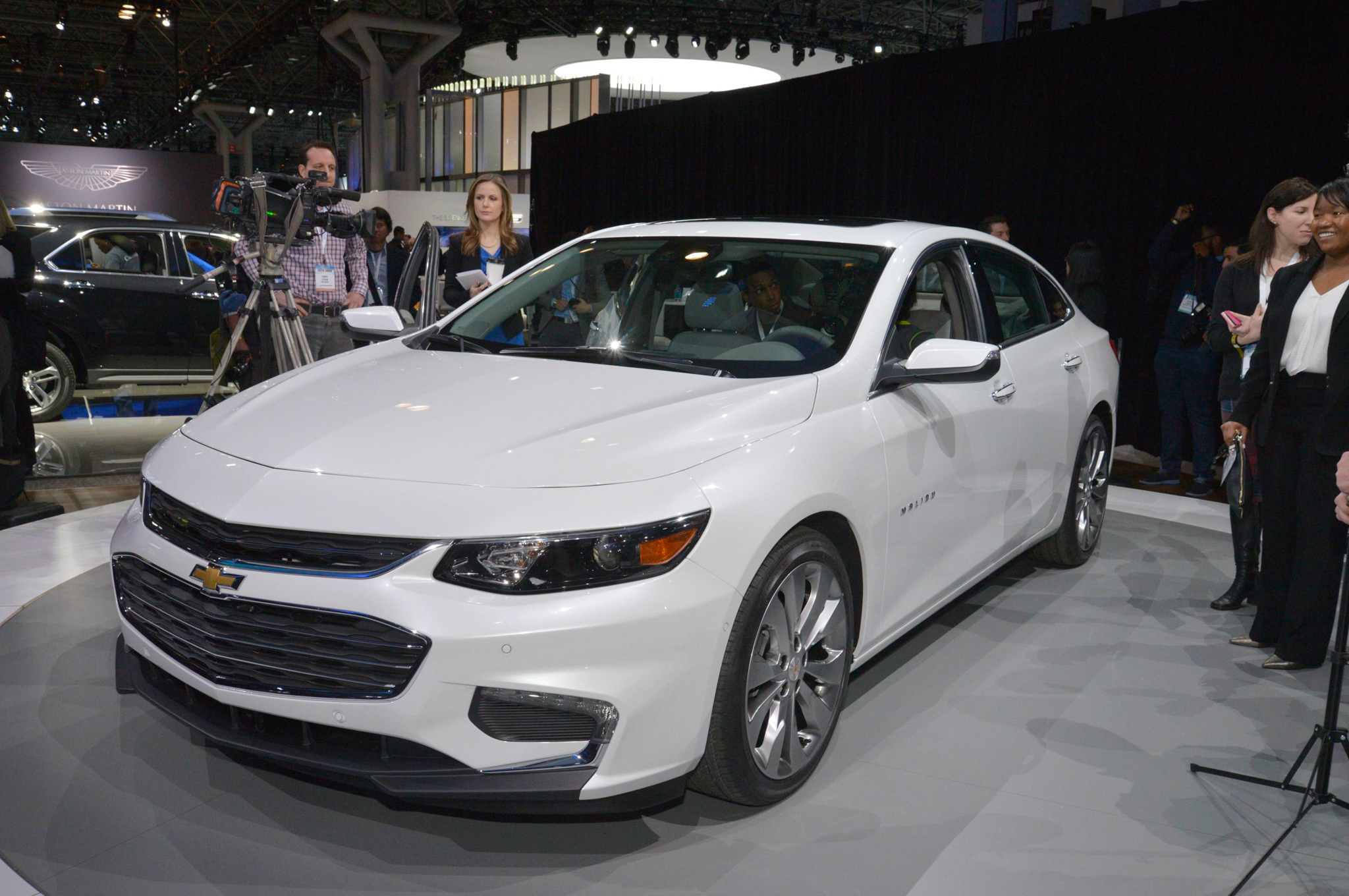 2016 Chevy Cars >> 2016 Chevrolet Malibu First Look Motor Trend Motor Trend