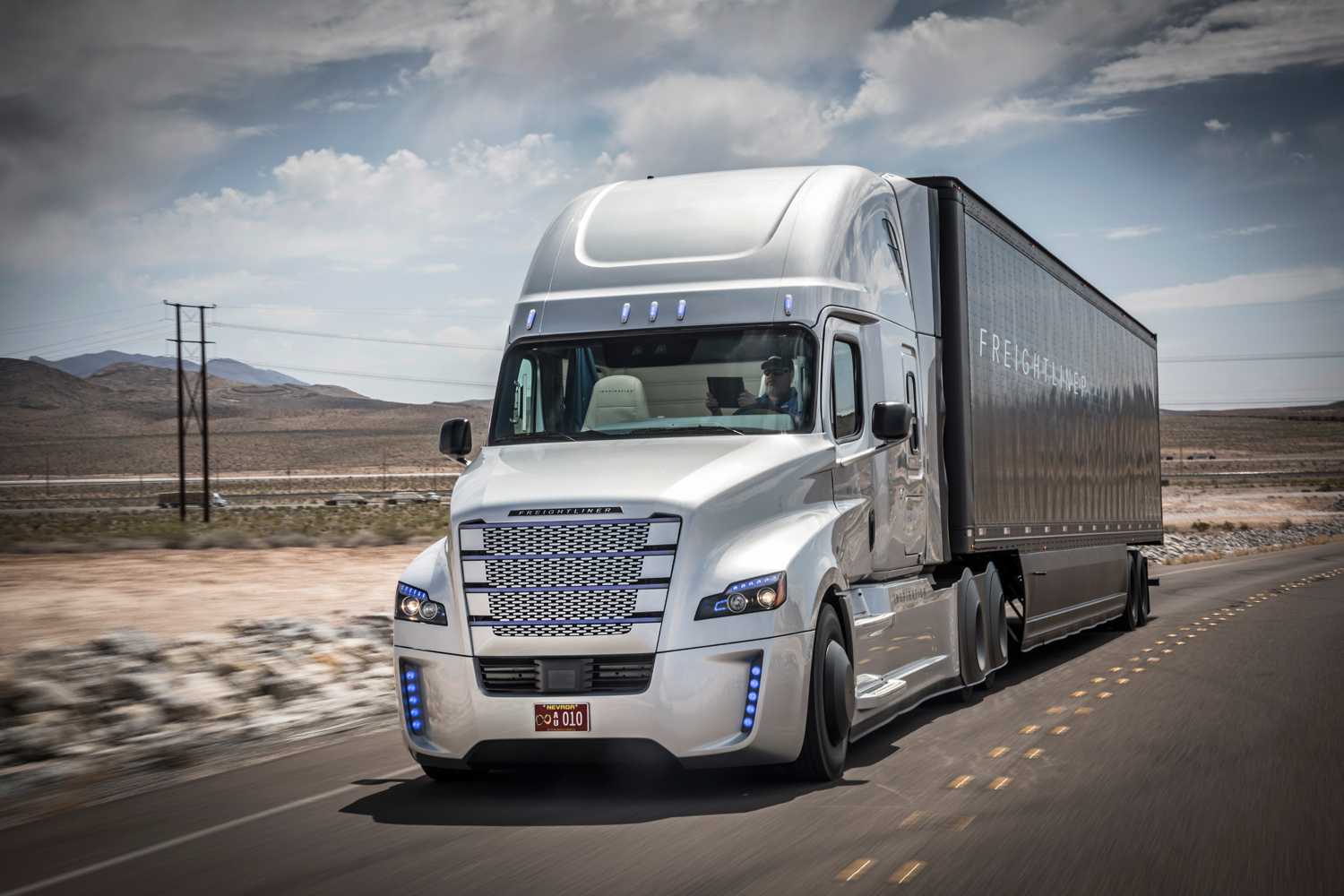 Daimler Granted the First Autonomous Truck License in the U.S.