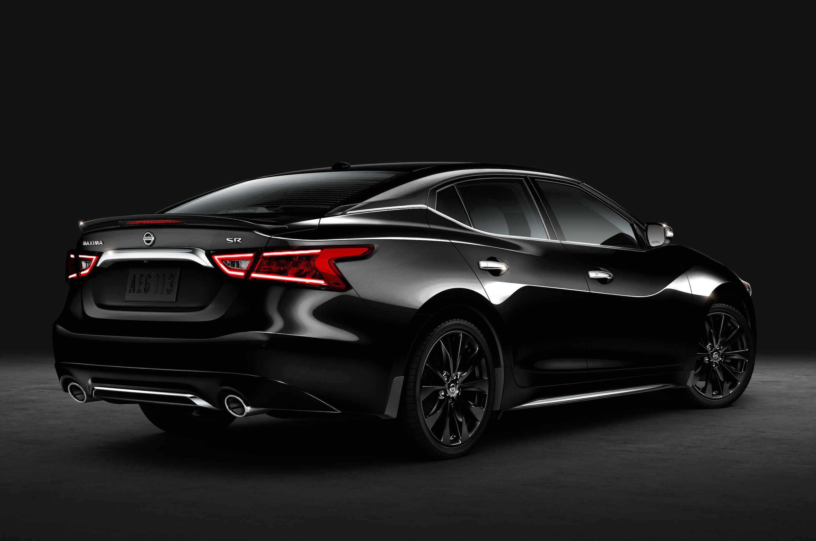 2016 Nissan Maxima SR Gets Blacked Out With Midnight Package