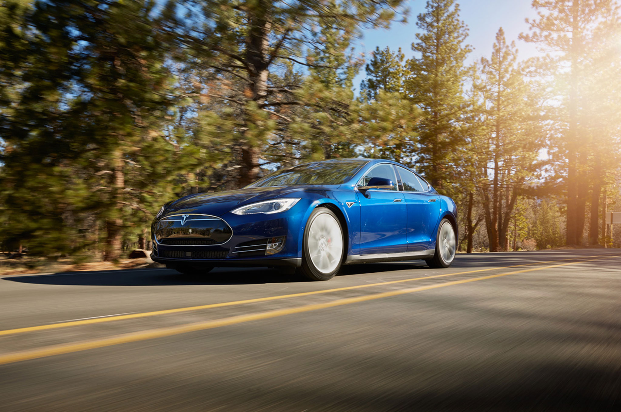 """Tesla Debuts """"Ludicrous"""" Speed Update, 90-kWh Battery for Model S"""