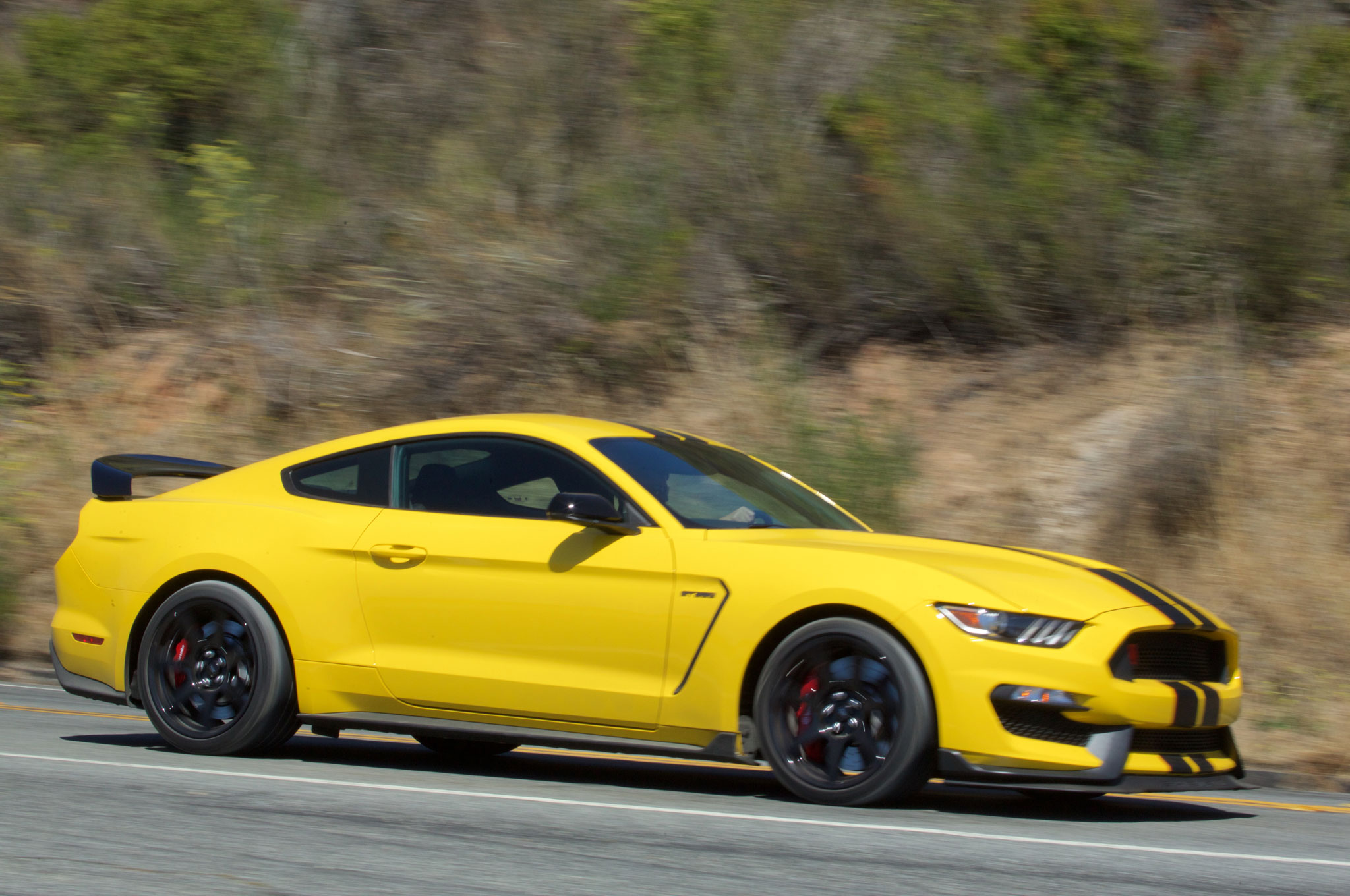 2016 ford shelby gt350r mustang first drive review
