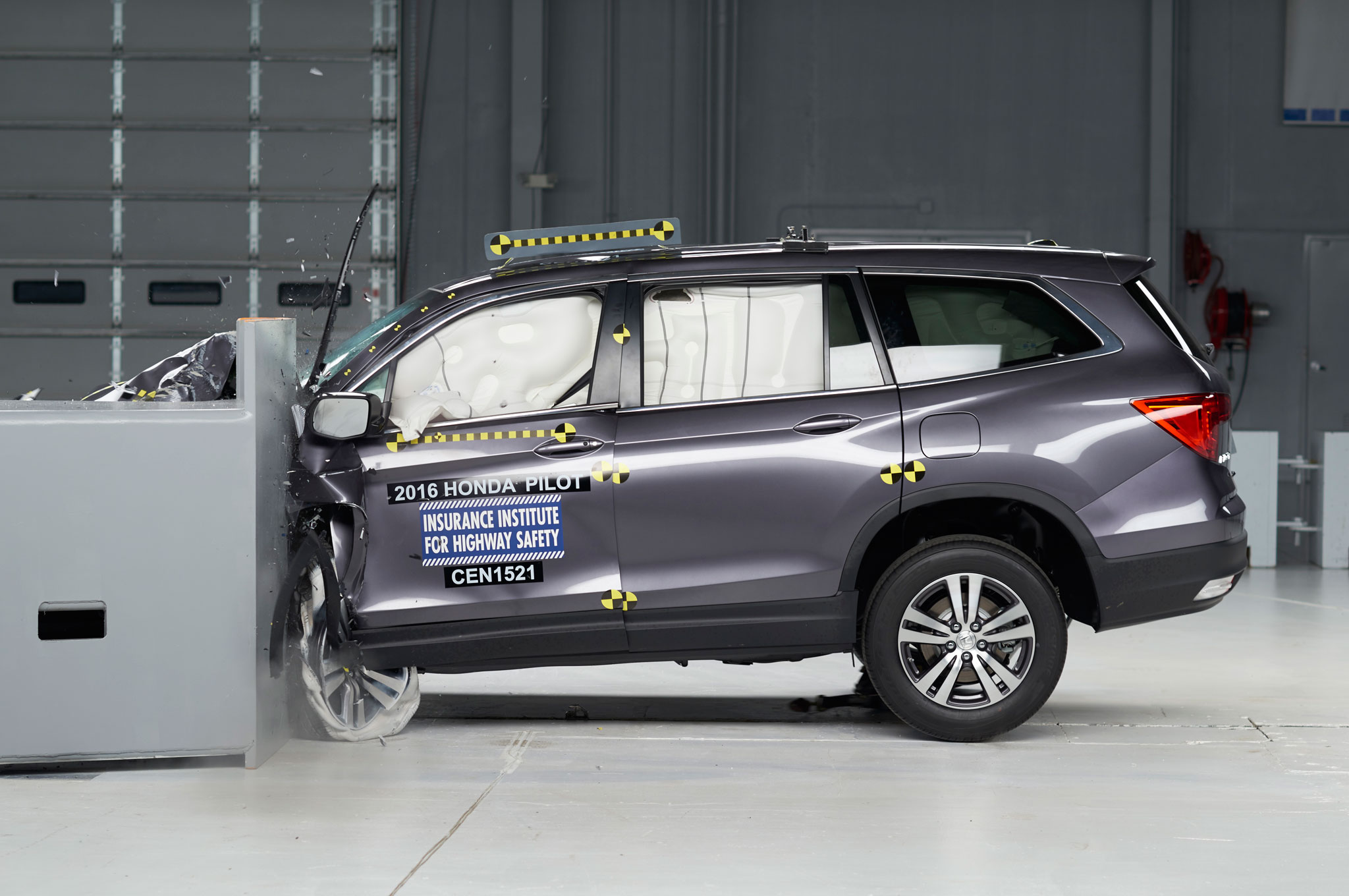 a5dbcec7b0049c 2016 Honda Pilot Named Top Safety Pick + by IIHS (W Video) - MotorTrend