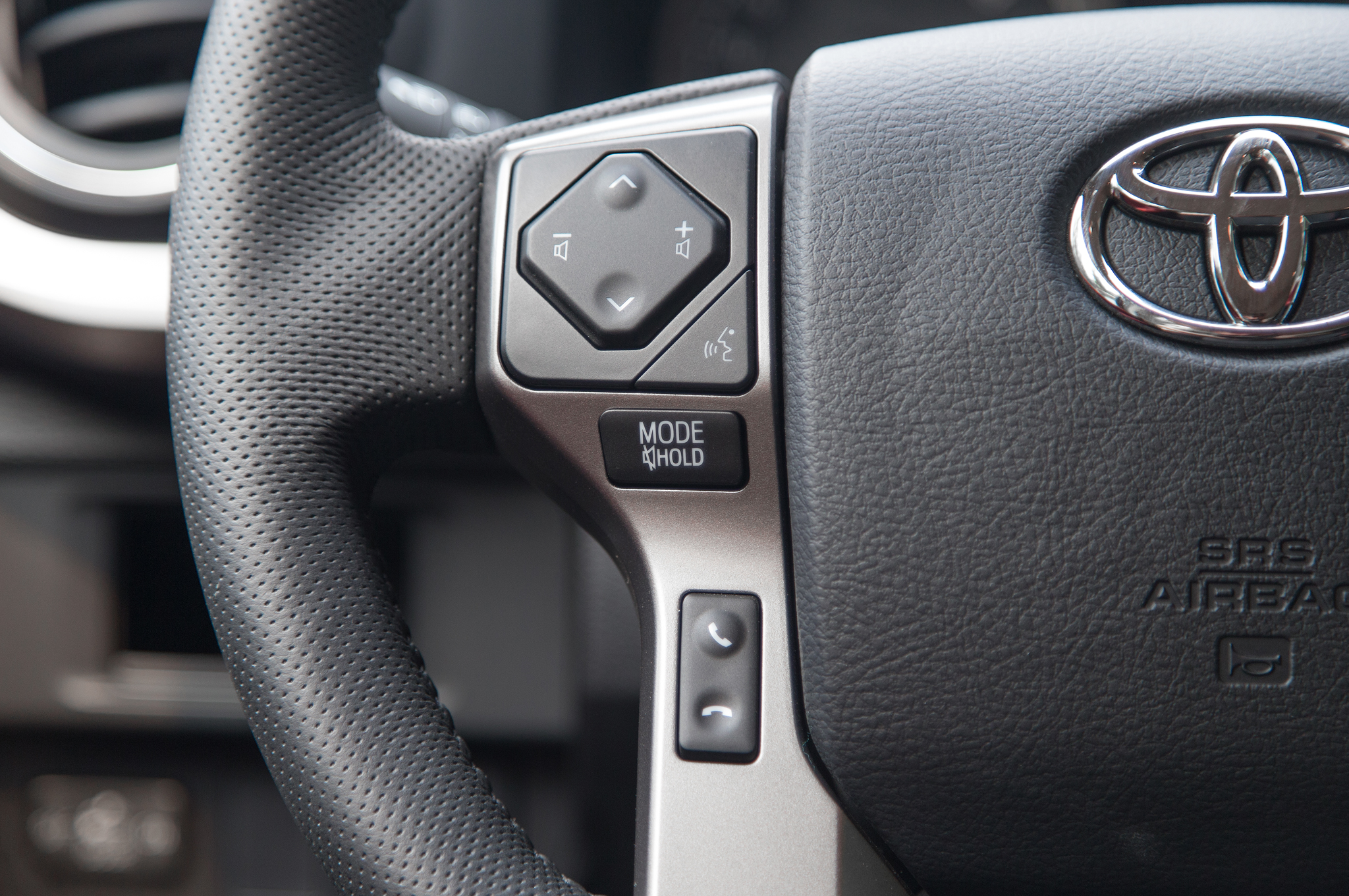 Toyota Sienna 2010-2018 Owners Manual: Adjusting the steeringwheel and mirrors