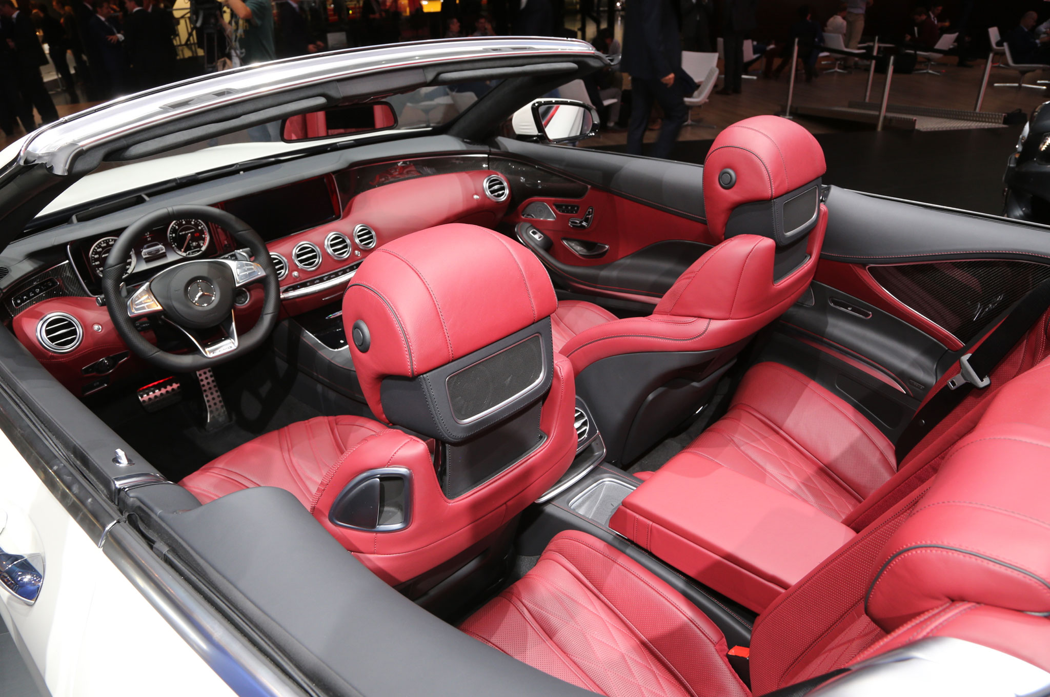 https://enthusiastnetwork.s3.amazonaws.com/uploads/sites/5/2015/08/Mercedes-AMG-S63-Cabriolet-front-and-rear-seats.jpg?impolicy=entryimage