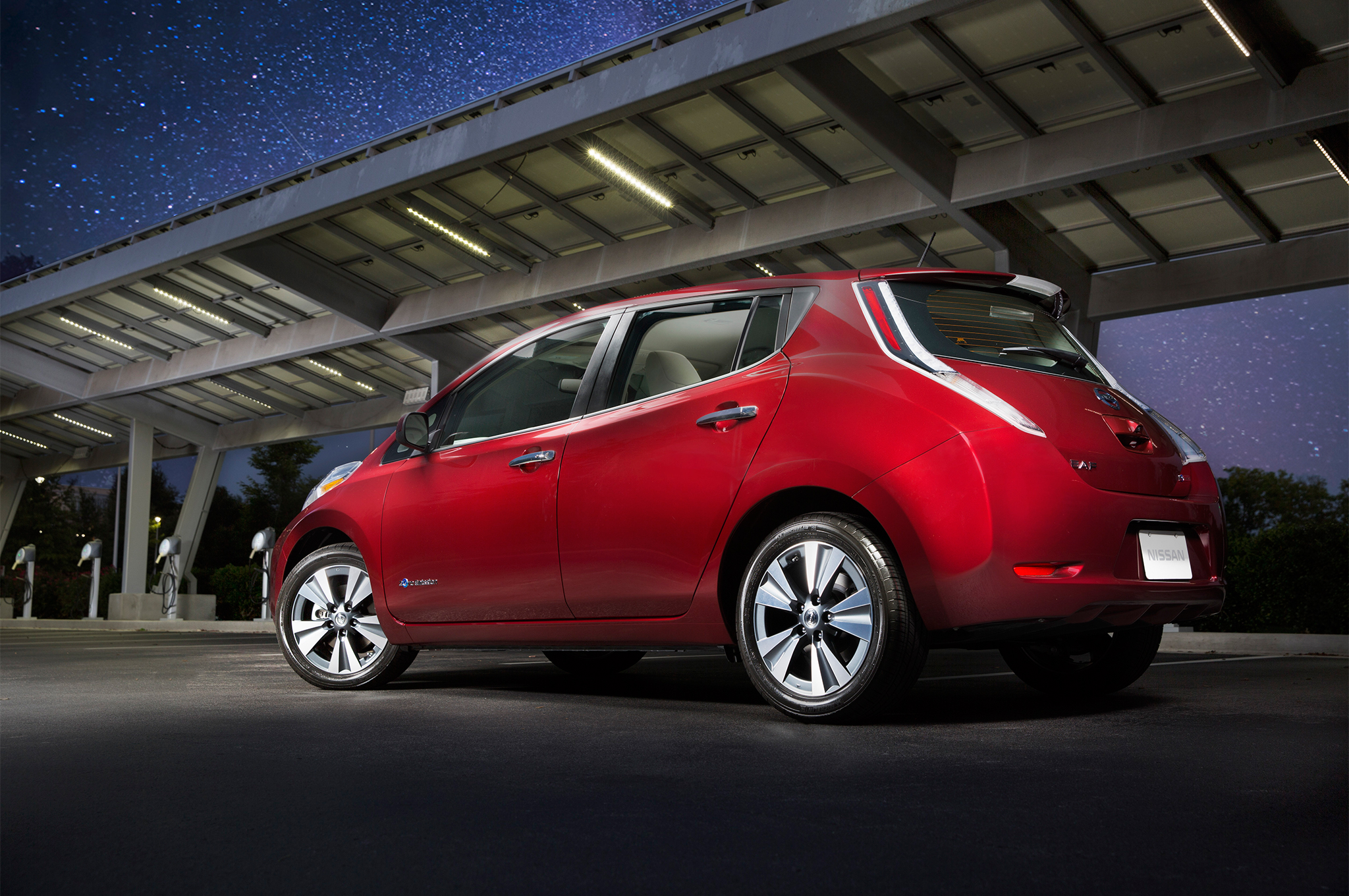 2016 Nissan Leaf Gains Larger Battery With 23 Miles More Driving Range