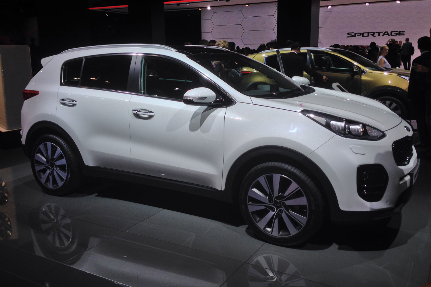 2017 kia sportage debuts in frankfurt w video. Black Bedroom Furniture Sets. Home Design Ideas